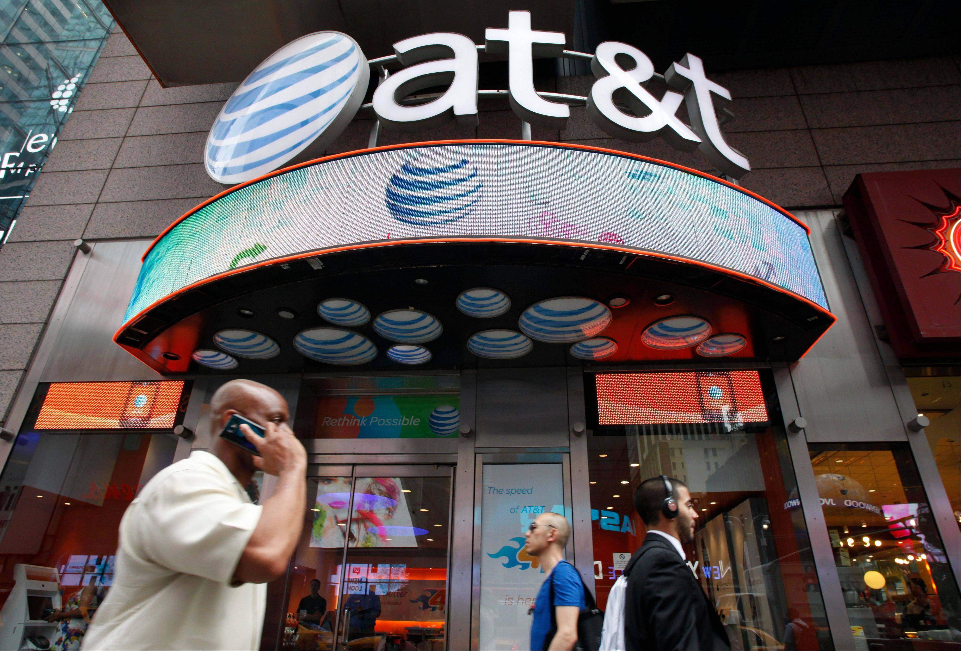 AT&T is posting stronger-than-expected earnings for the final quarter of 2013, helped by higher revenue from mobile and Internet service subscribers.