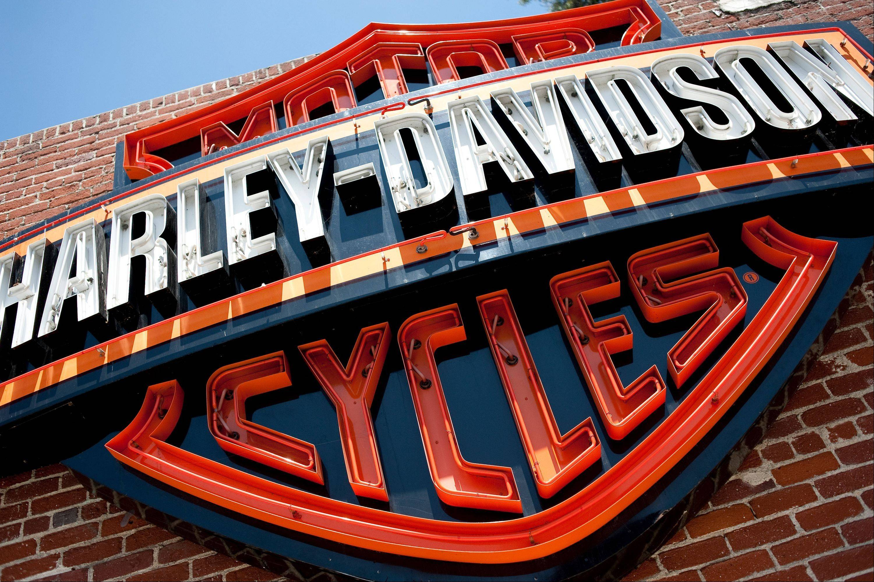 Harley-Davidson's fourth-quarter earnings rose 6.8 percent as motorcycle sales continued to rise worldwide.