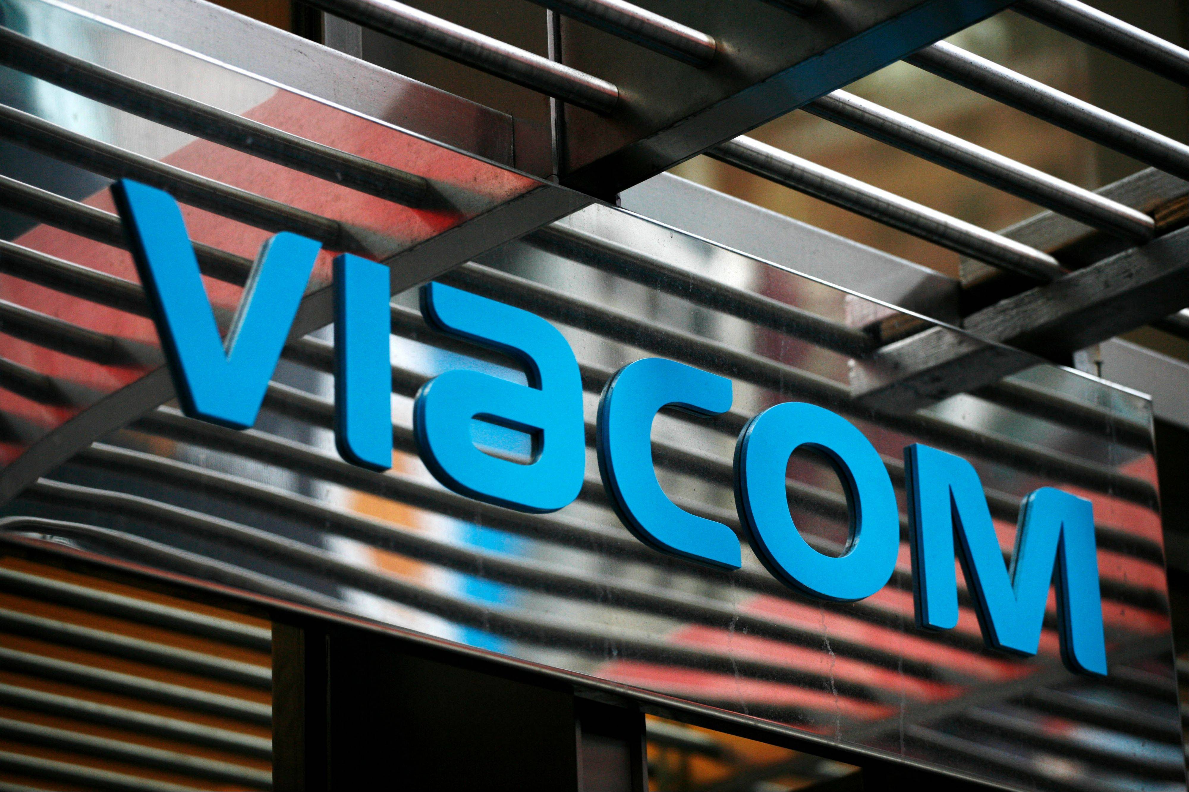 Viacom Inc., the media company controlled by billionaire Sumner Redstone, reported a 16 percent rise in net income, topping estimates as sales rose at cable- television networks such as Nickelodeon.