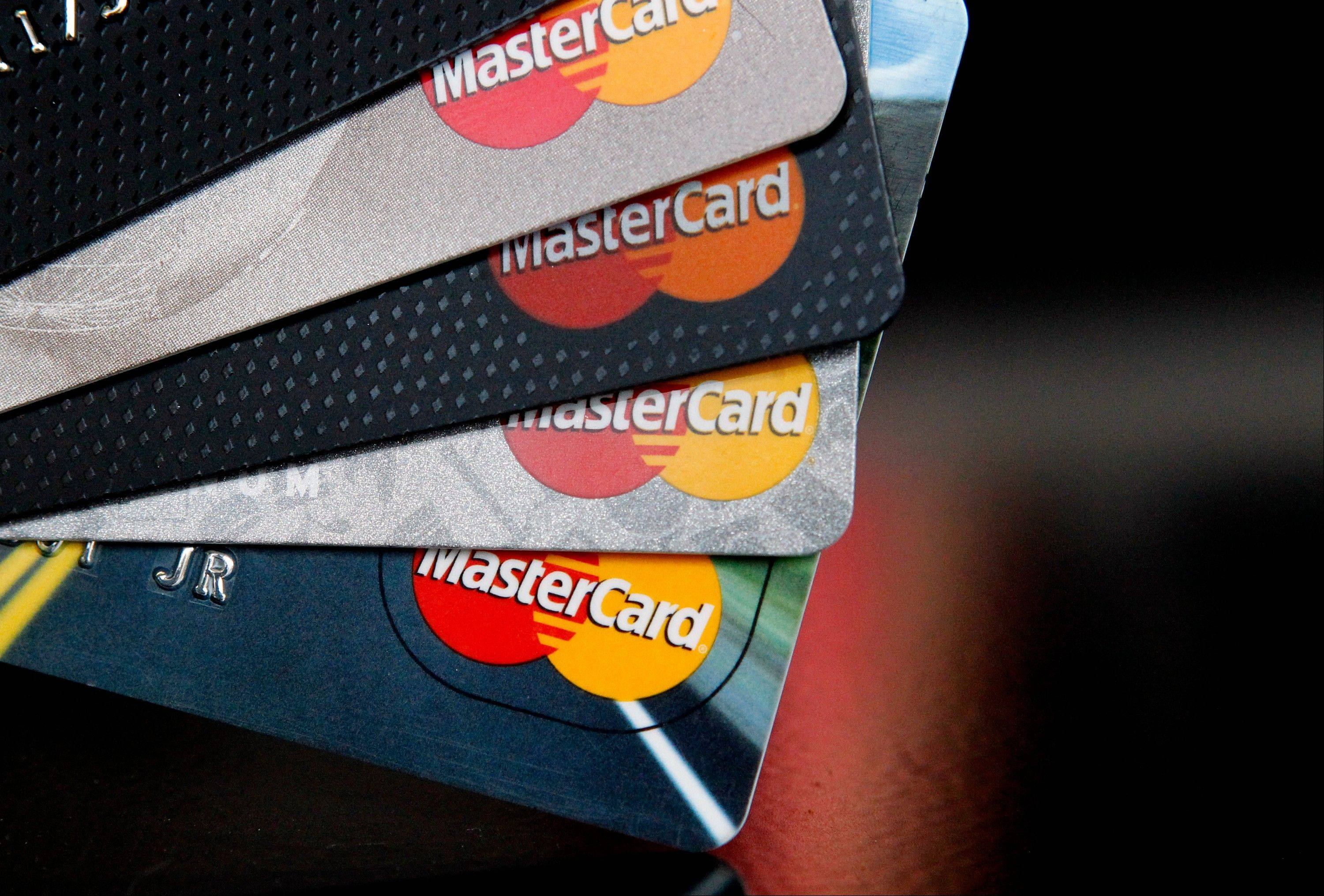 MasterCard�s fourth-quarter earnings climbed 3 percent as higher revenue countered a jump in expenses, but results missed expectations.
