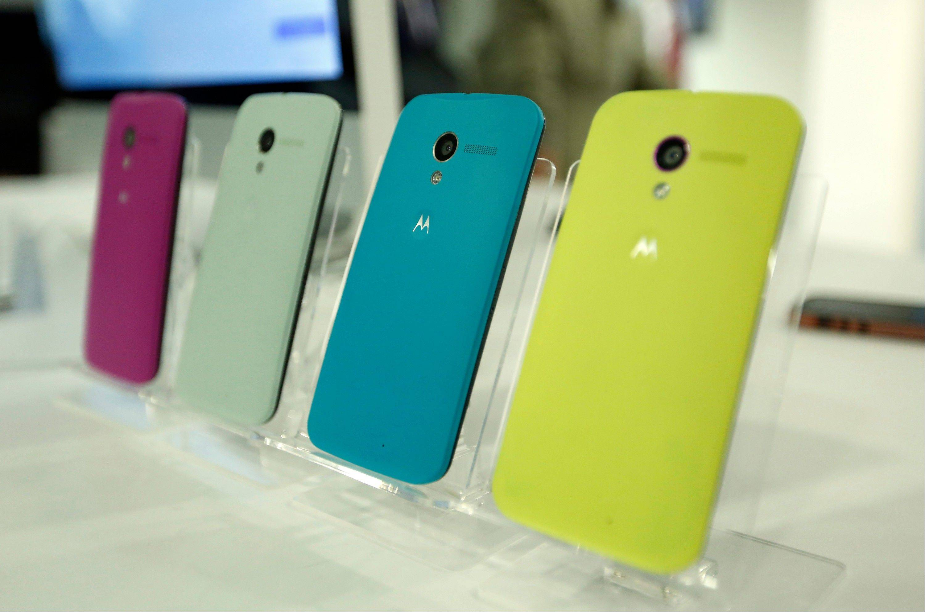 Google Inc.�s sale of Motorola Mobility holds a clear lesson for Microsoft Corp.�s acquisition of another smartphone maker, Nokia Oyj: Be a hardware or software company, not both.