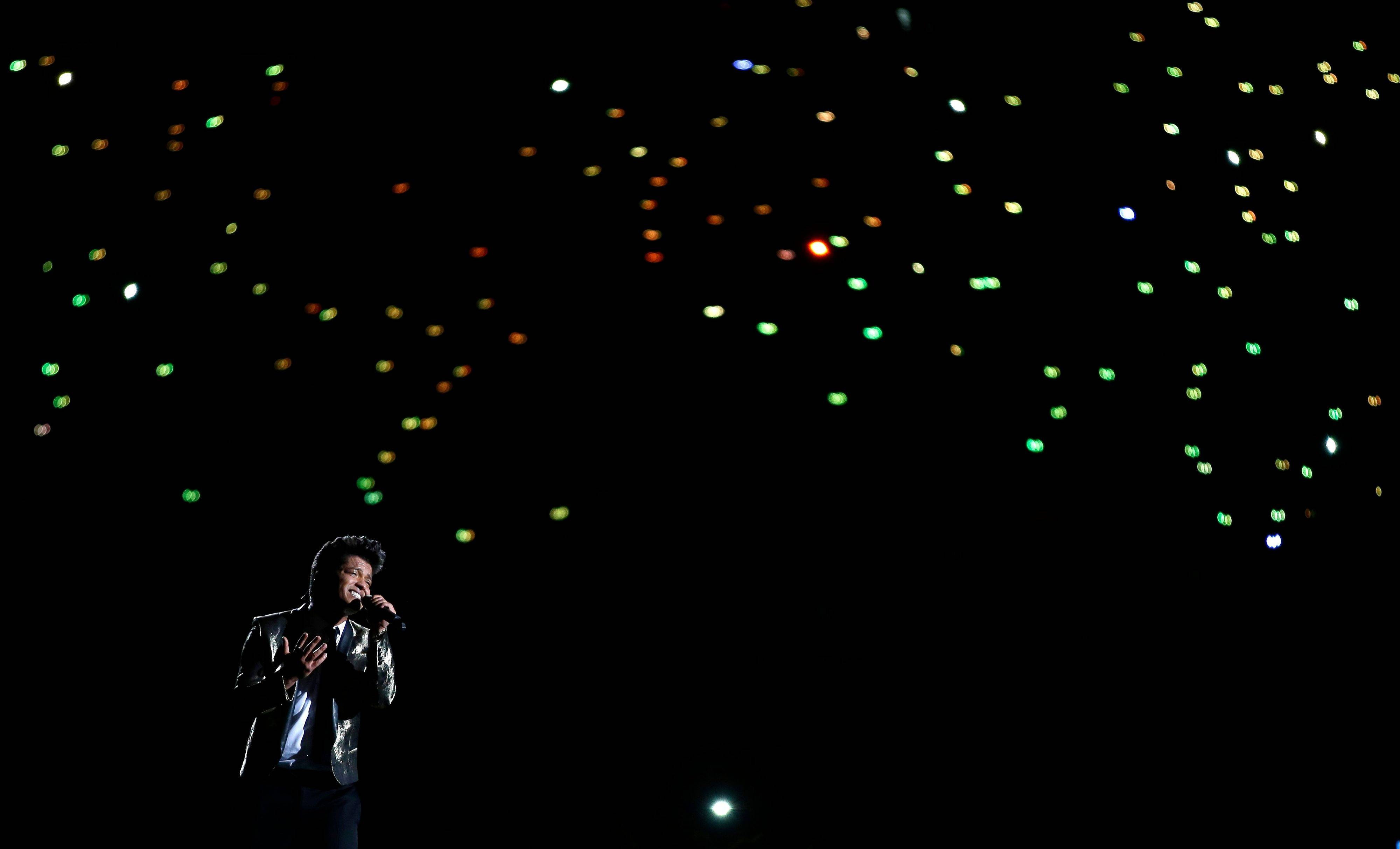 "Bruno Mars performs closes out with his song ""Just the Way You Are""during the halftime show of the NFL Super Bowl XLVIII football game between the Seattle Seahawks and the Denver Broncos Sunday in East Rutherford, N.J."