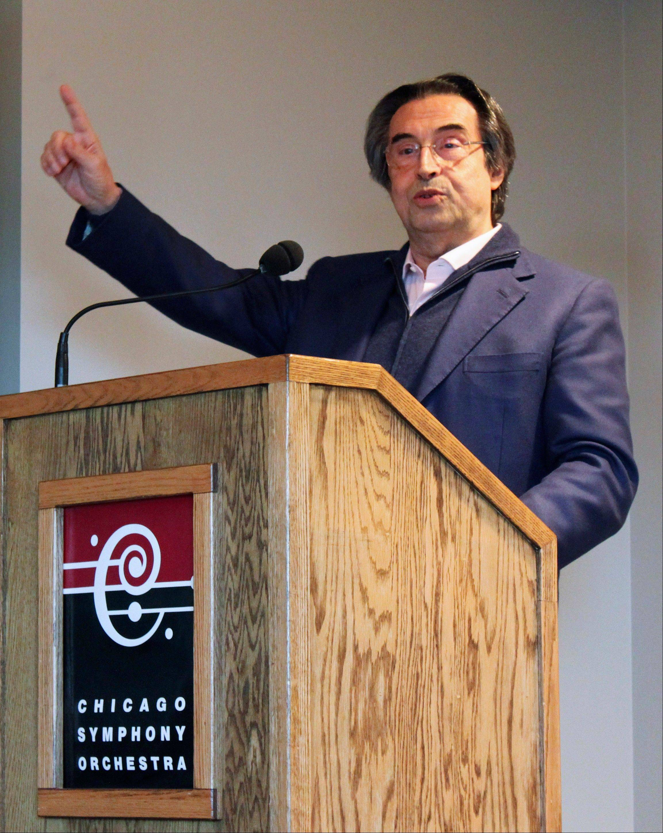 The Chicago Symphony Orchestra and Riccardo Muti announced he has signed another five-year contract, to extend his contract with the symphony through 2020.