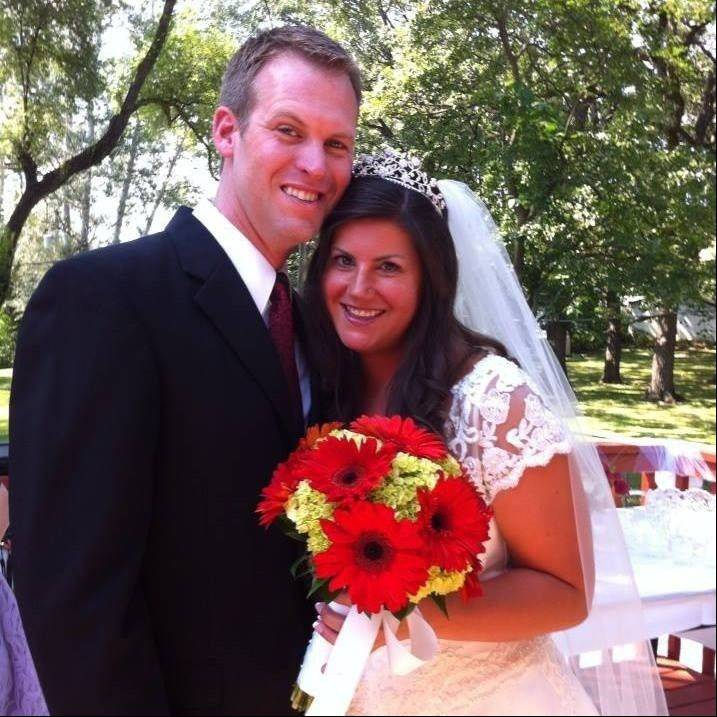 Steve and Sara Schmidt of Wauconda are an online dating success story.