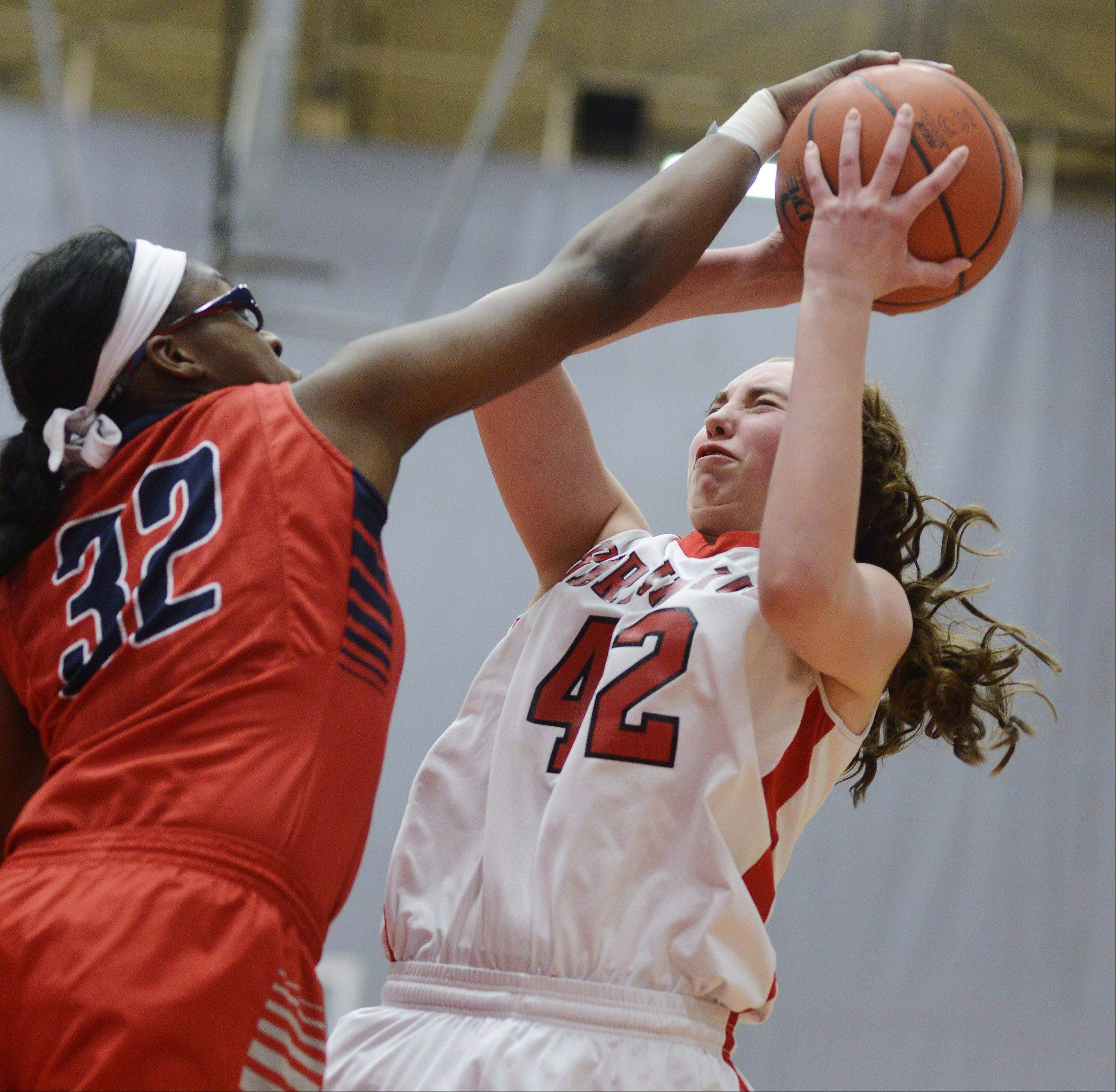 South Elgin�s Bridgette Williams, left, blocks a shot by Barrington�s Megan Talbot during Wednesday�s game at Barrington.