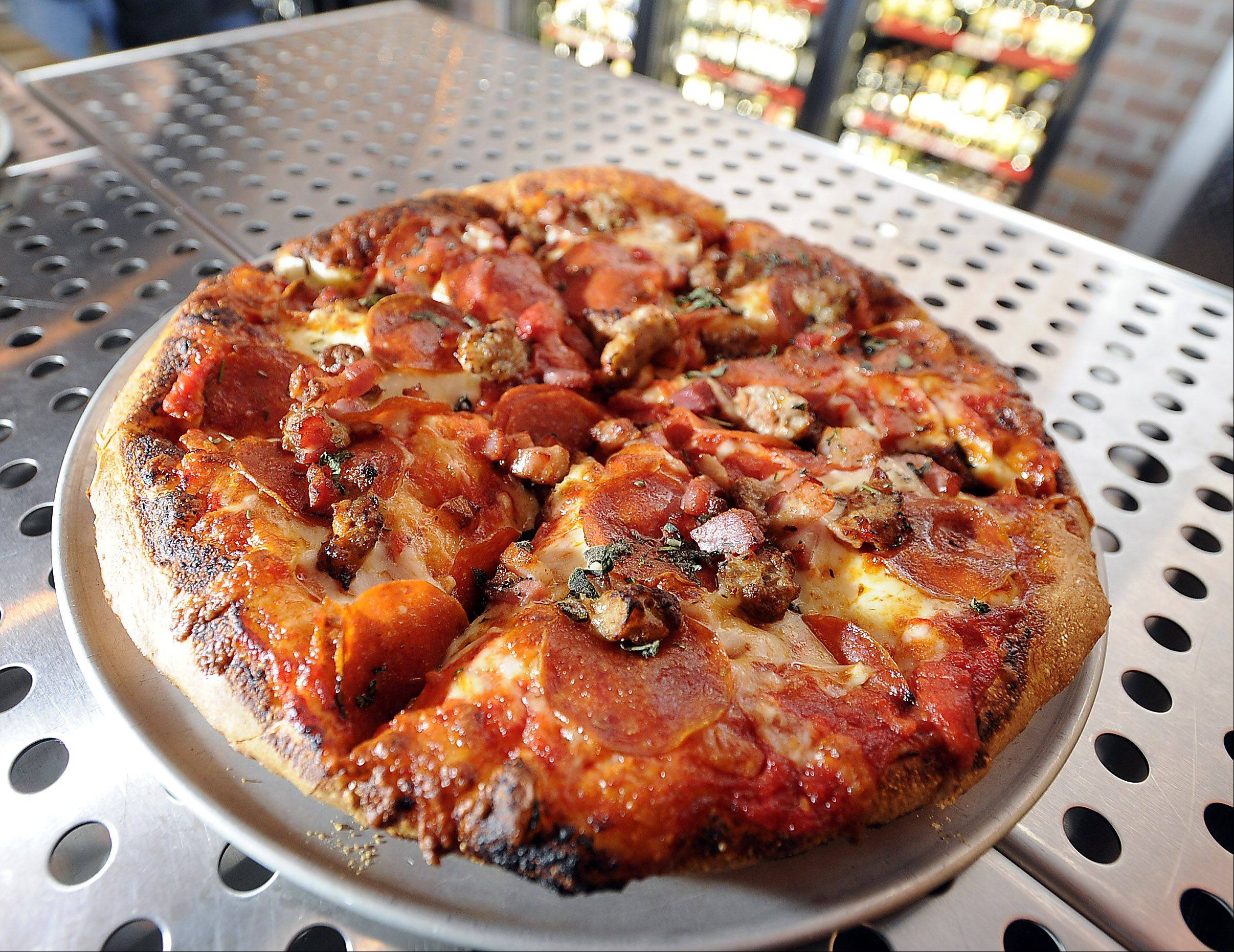The Beer Market in Schaumburg serves pizza, but you can also order from nearby restaurants.