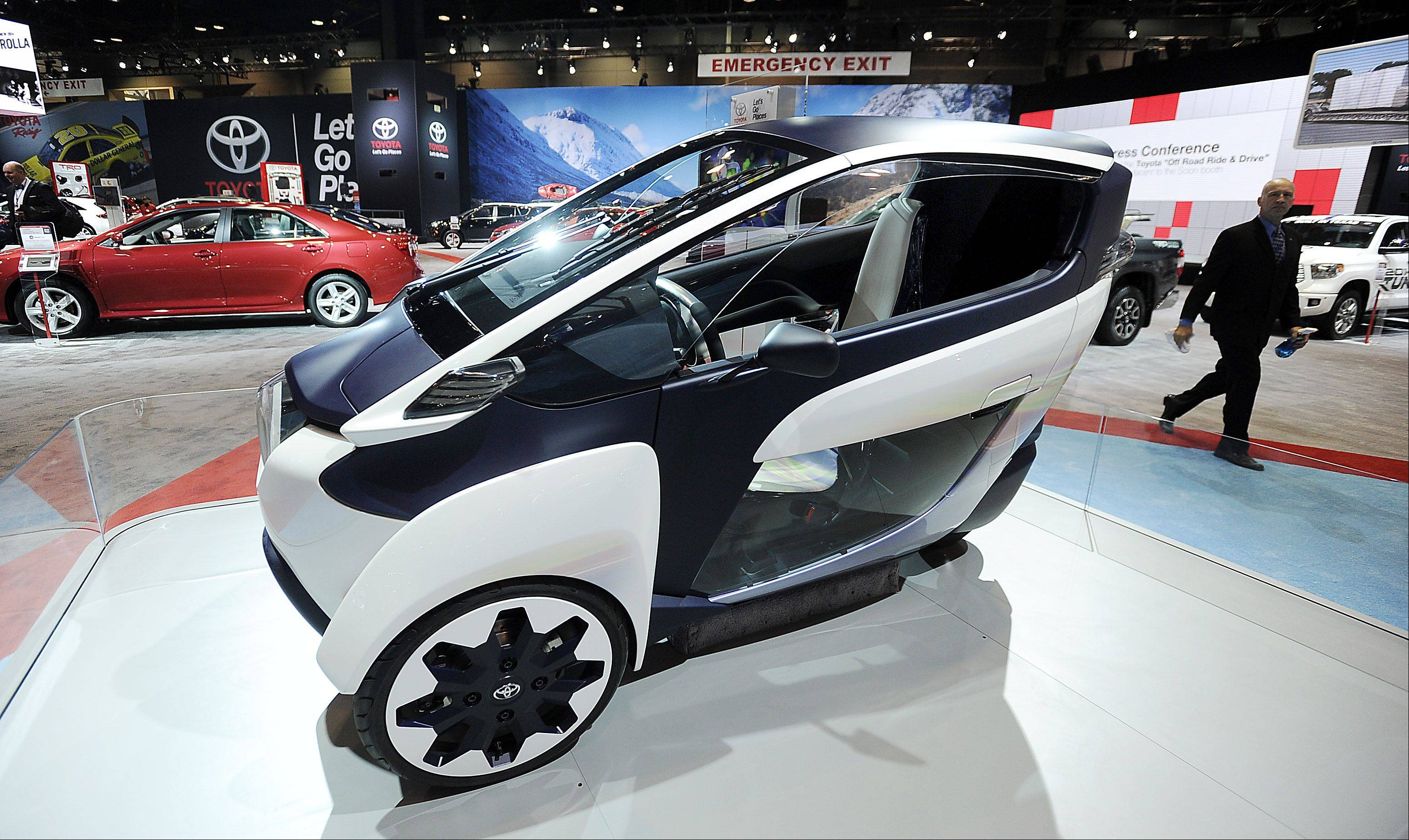 The three-wheeled Toyota Concept car iROAD will surely be a big hit with auto fans once they see how it moves on the street.