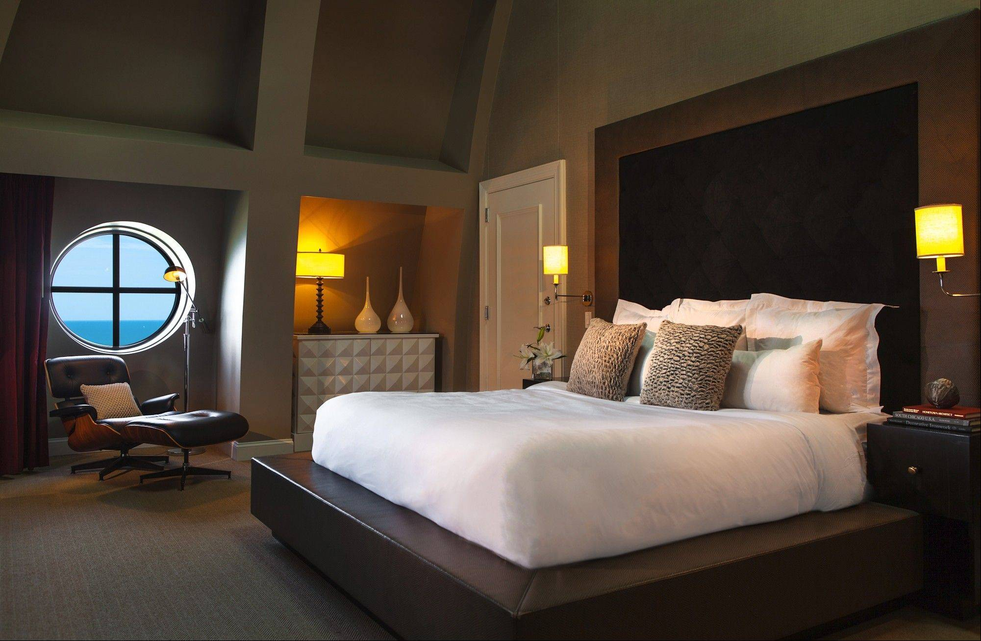 Perhaps you'll book the Blackstone Chicago's romantic Sky Suite with the Some Like It Hot romance package, available through March 1.