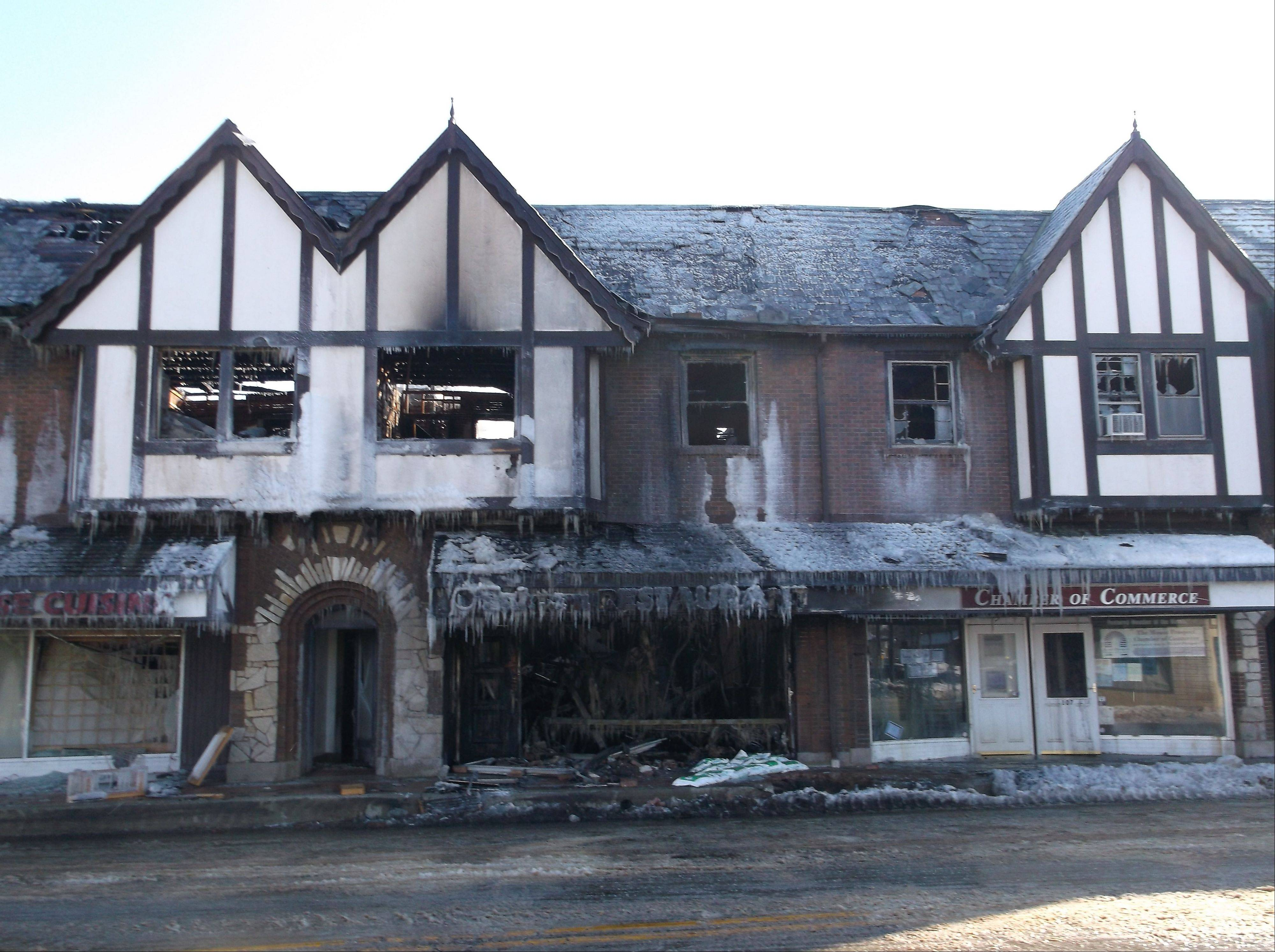 An early morning fire gutted a downtown Mount Prospect restaurant Sunday, left several residents homeless and damaged neighboring businesses. No one was injured in the blaze, the cause of which is under investigation.