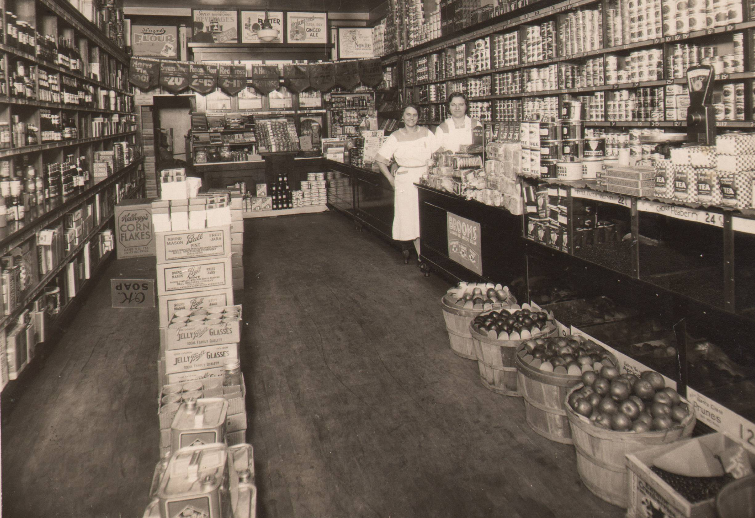 The National Tea Company was in the Busse Building from 1926 to 1948. This photo is from 1933.