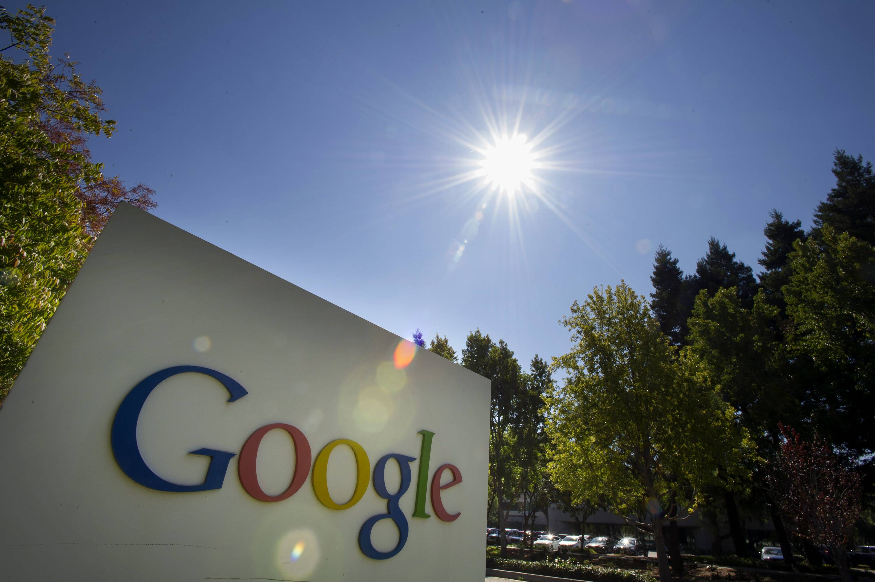 The U.S government has picked a Google subsidiary to run and renovate a federal airfield that is frequently used for the personal flights of the Internet company's billionaire executives.