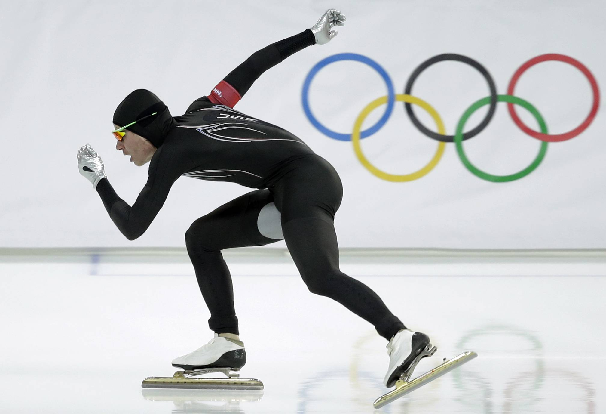 After a strong season on the World Cup circuit, the U.S. speedskating team has had a miserable performance the first week of the Sochi Olympics -- and much of the speculation has turned to its new high-tech Under Armour skinsuit developed with help from aerospace and defense giant Lockheed Martin.