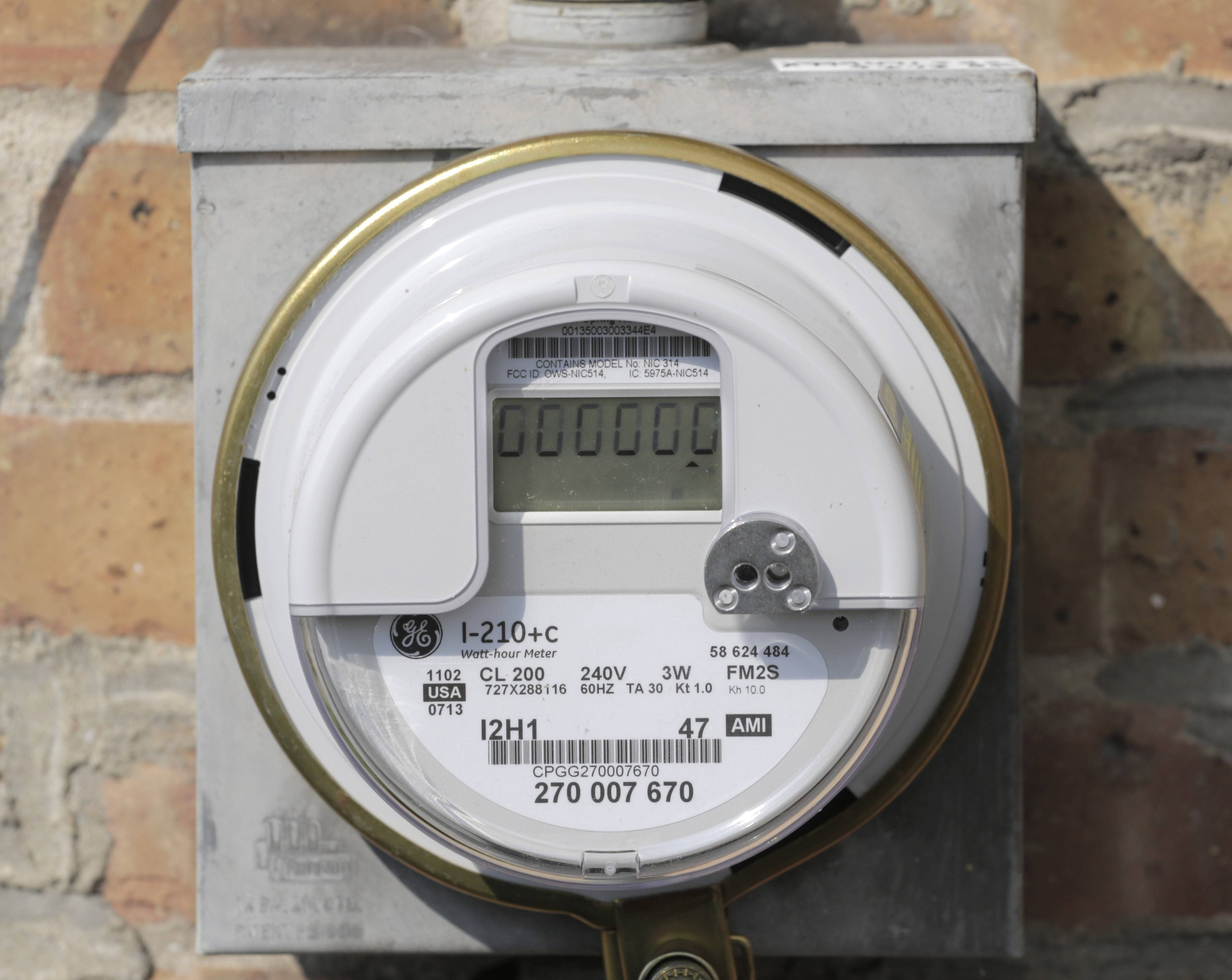 The new meter is a wireless devices that relays information on electricity consumption directly to ComEd.