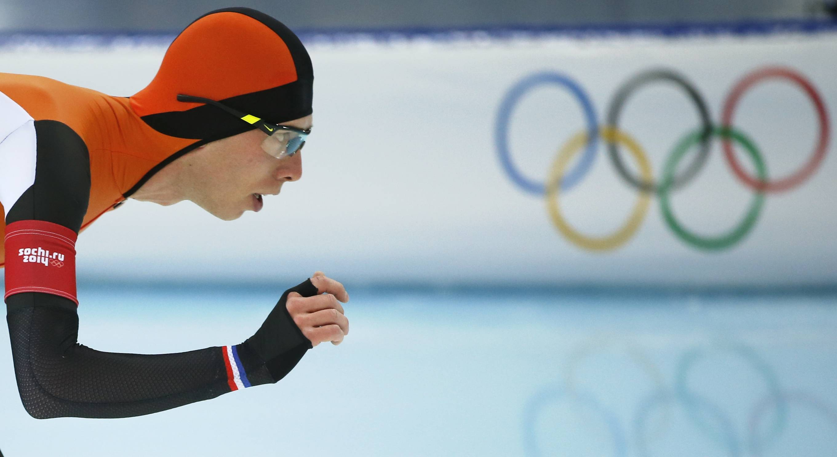 Gold medallist Jorrit Bergsma of the Netherlands competes in the men's 10,000-meter speedskating race .