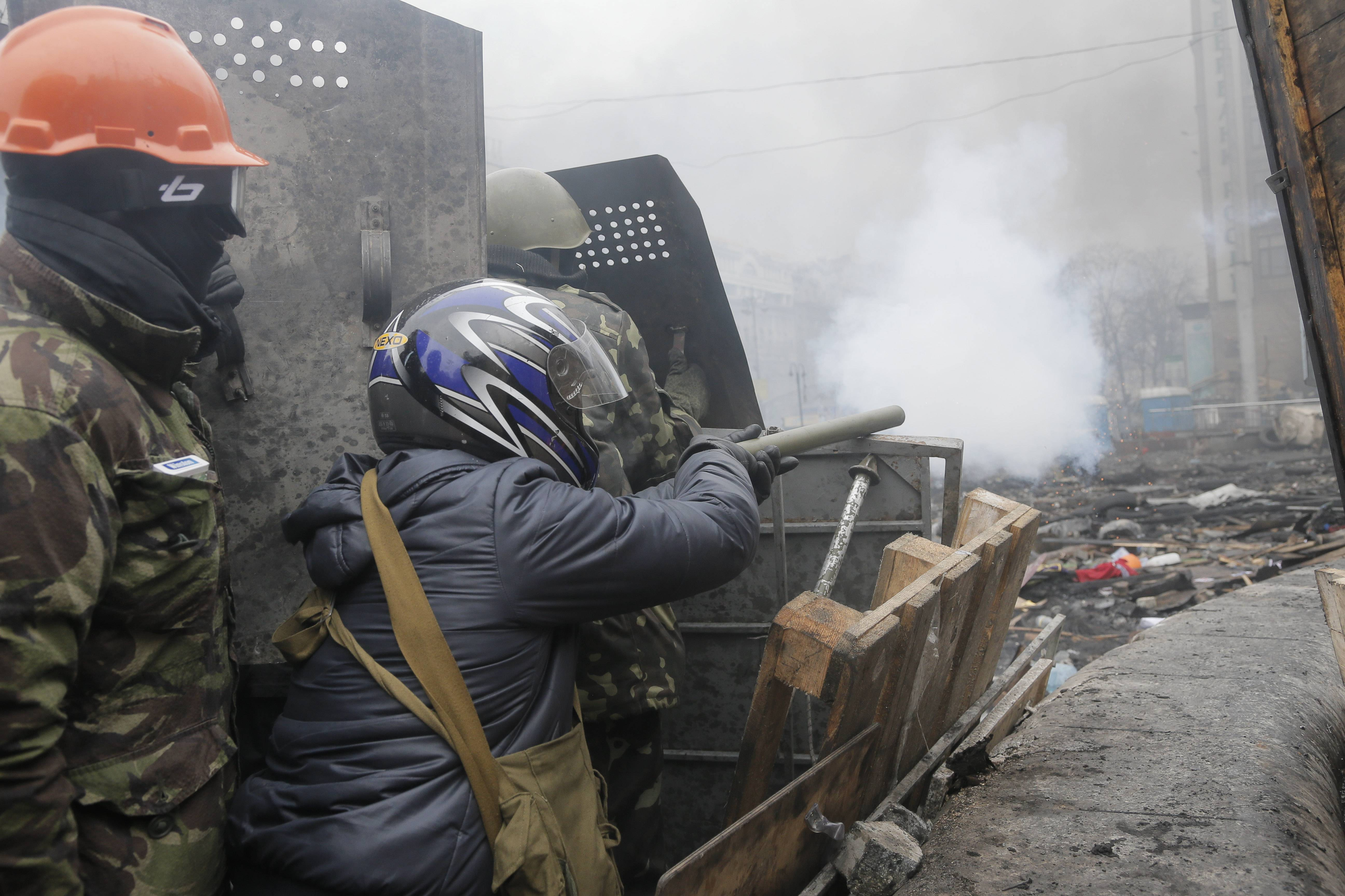 Ukraine president, protest leaders agree on truce