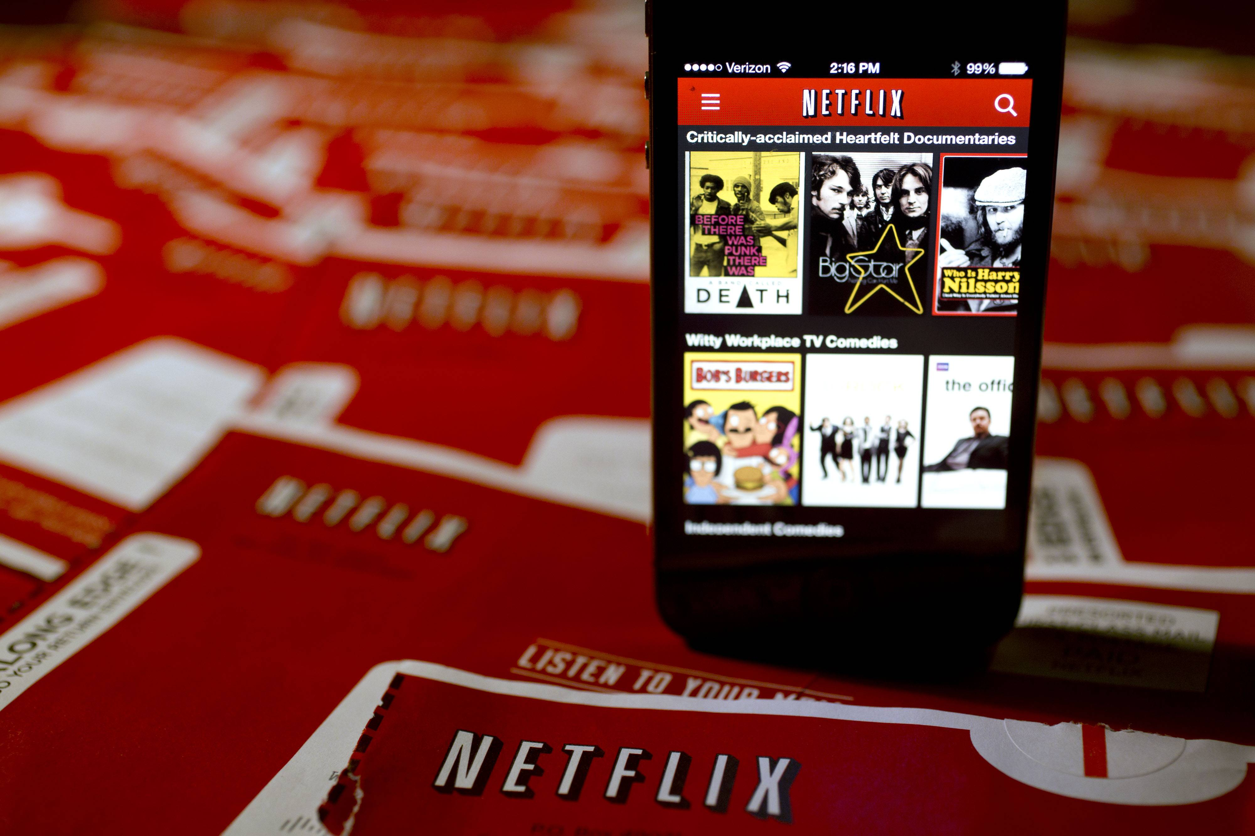 Netflix Inc. has agreed to pay for more-direct access to Comcast Corp.'s broadband network to improve speed and reliability for its video-streaming customers, according to three people familiar with the matter.