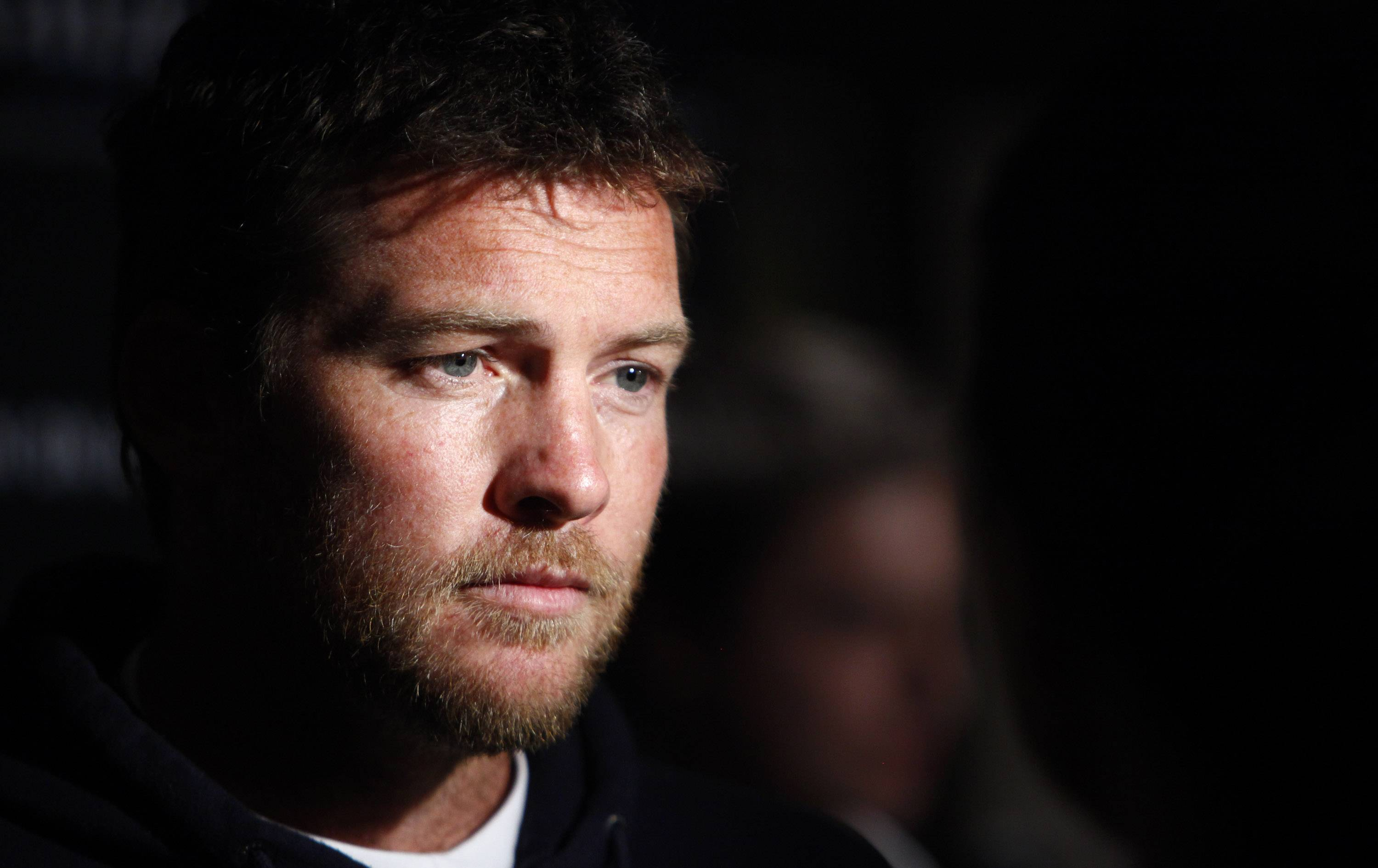 Police say Sam Worthington was arrested Sunday in New York City on charges of punching a photographer after the man kicked Worthington's girlfriend in the shin. The Australian actor was released on a desk appearance ticket and is due back in court on Feb. 26.