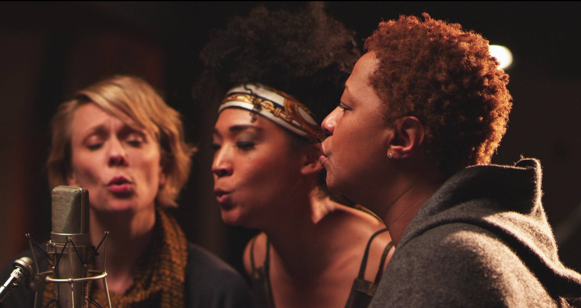 "Jo Lawry, Judith Hill and Lisa Fischer are three backup singers profiled in ""Twenty Feet From Stardom,"" up for the Best Documentary Oscar. Glen Ellyn's Caryn Capotosto served as associate producer."