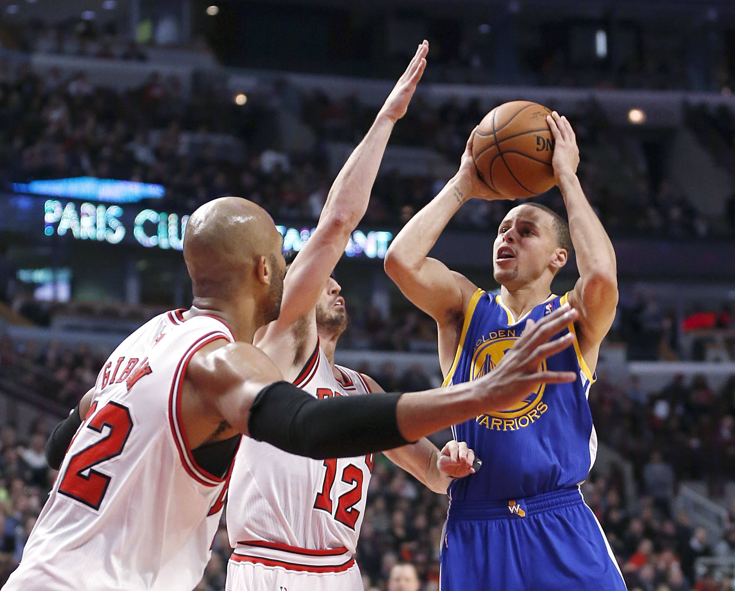 The Bulls' Taj Gibson and Kirk Hinrich make things difficult for Warriors all-star guard Stephen Curry, who finished with 5 points Wednesday night.