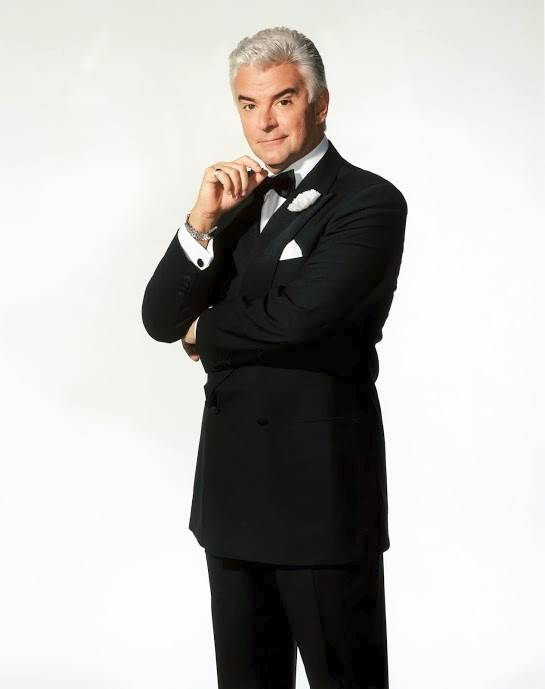 "Former ""Seinfeld"" star John O'Hurley returns as slick, money-loving lawyer Billy Flynn in ""Chicago,"" now at Chicago's Bank of America Theatre."