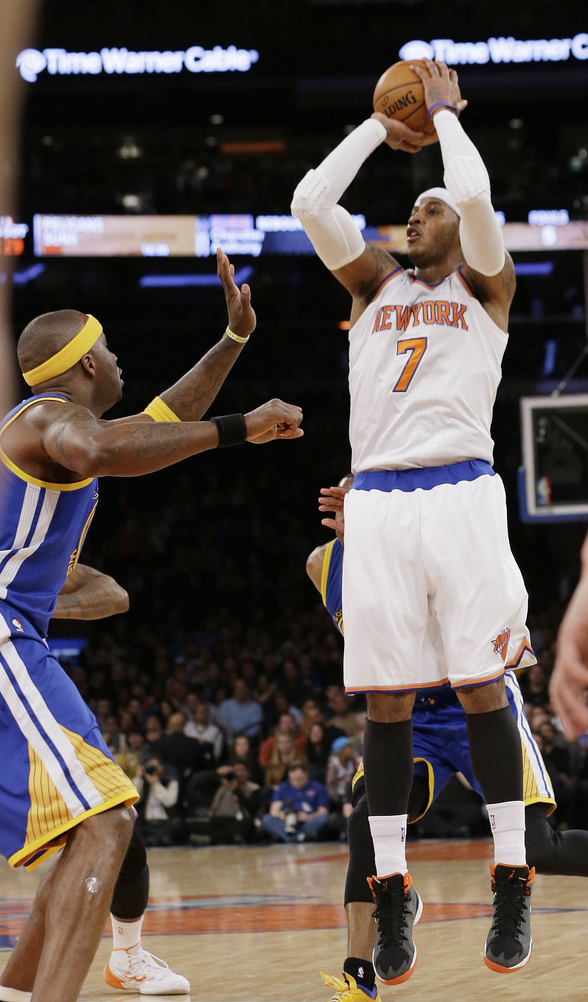 The Knicks' Carmelo Anthony, right, has been on a tear, averaging 35 points and 9.4 rebounds while shooting 48 percent over the last five games. But the Knicks lost every time.