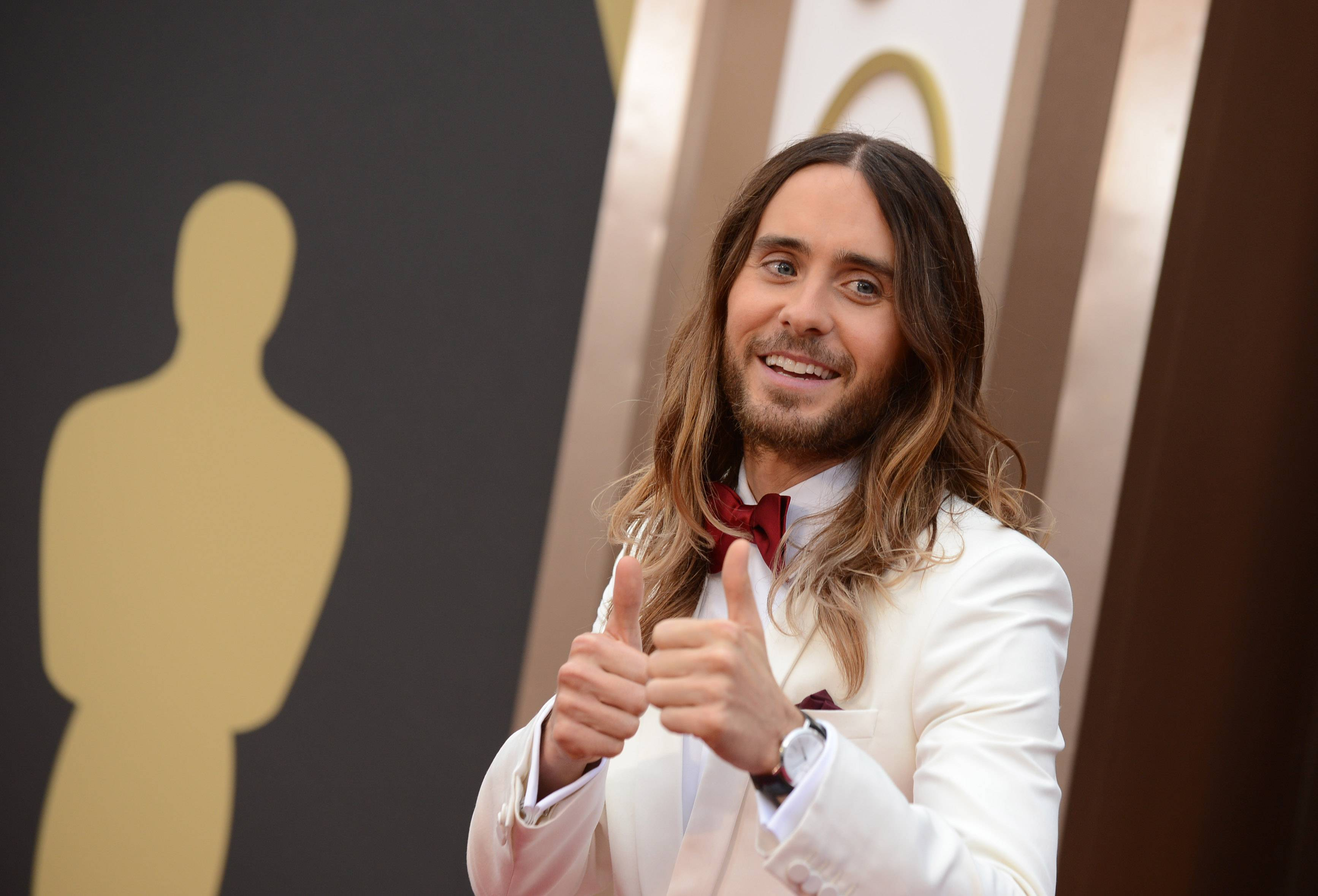 """Dallas Buyers Club"" star and best supporting actor nominee Jared Leto manages to have some fun on the Oscar red carpet."