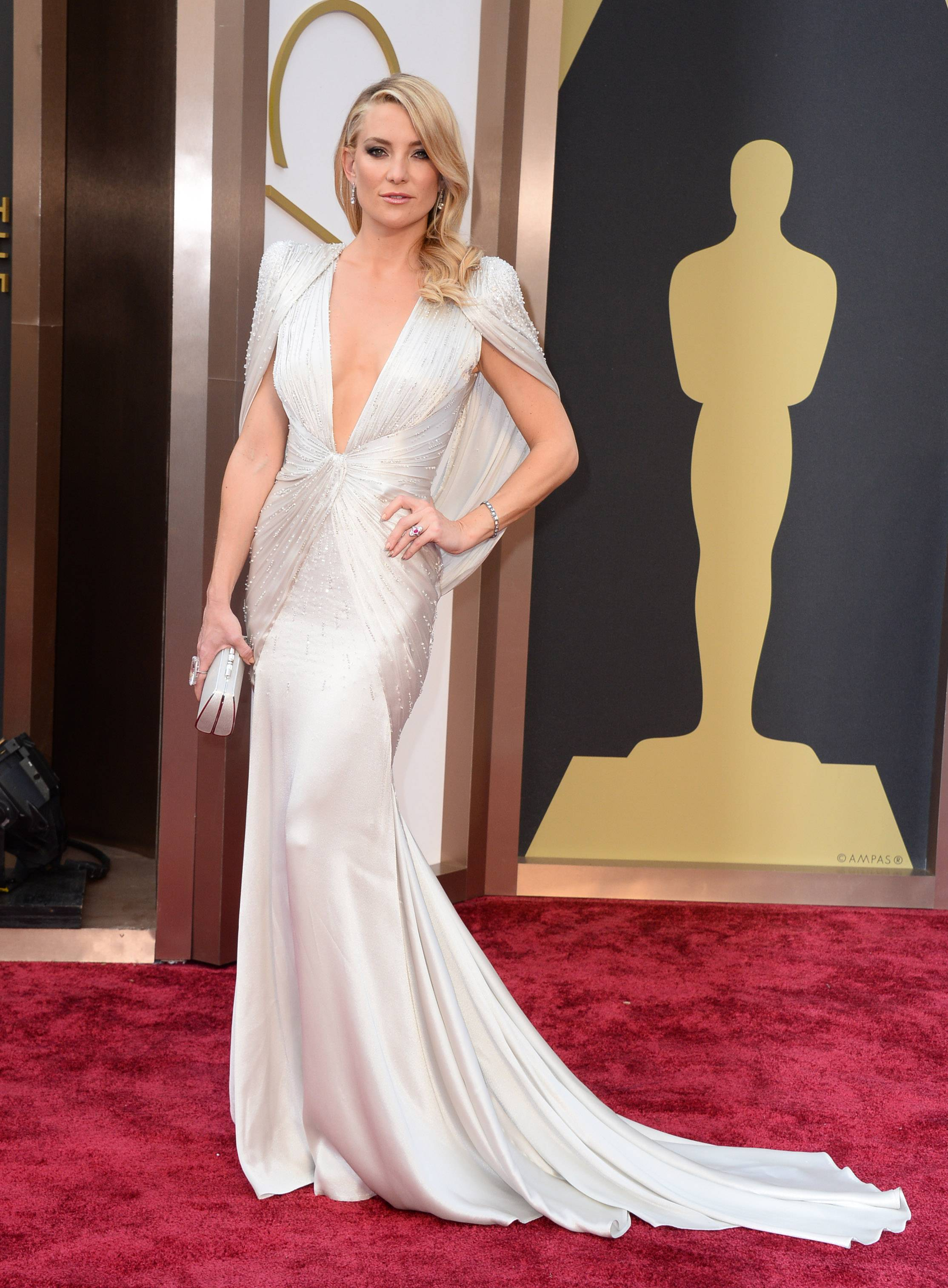 Actress Kate Hudson goes for a little old school Hollywood glamour Sunday at the Oscars.