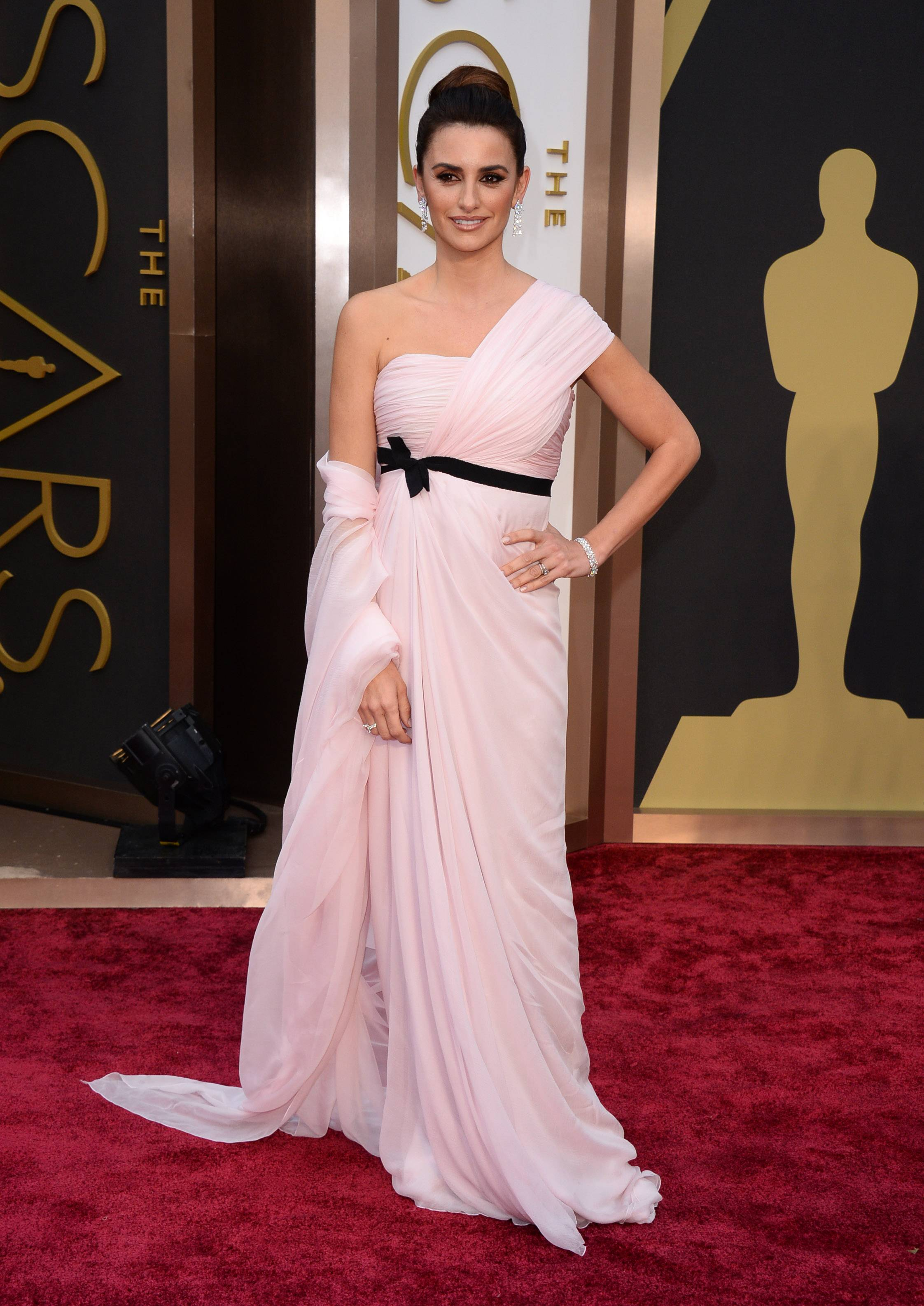 Penelope Cruz arrives at the Oscars on Sunday.