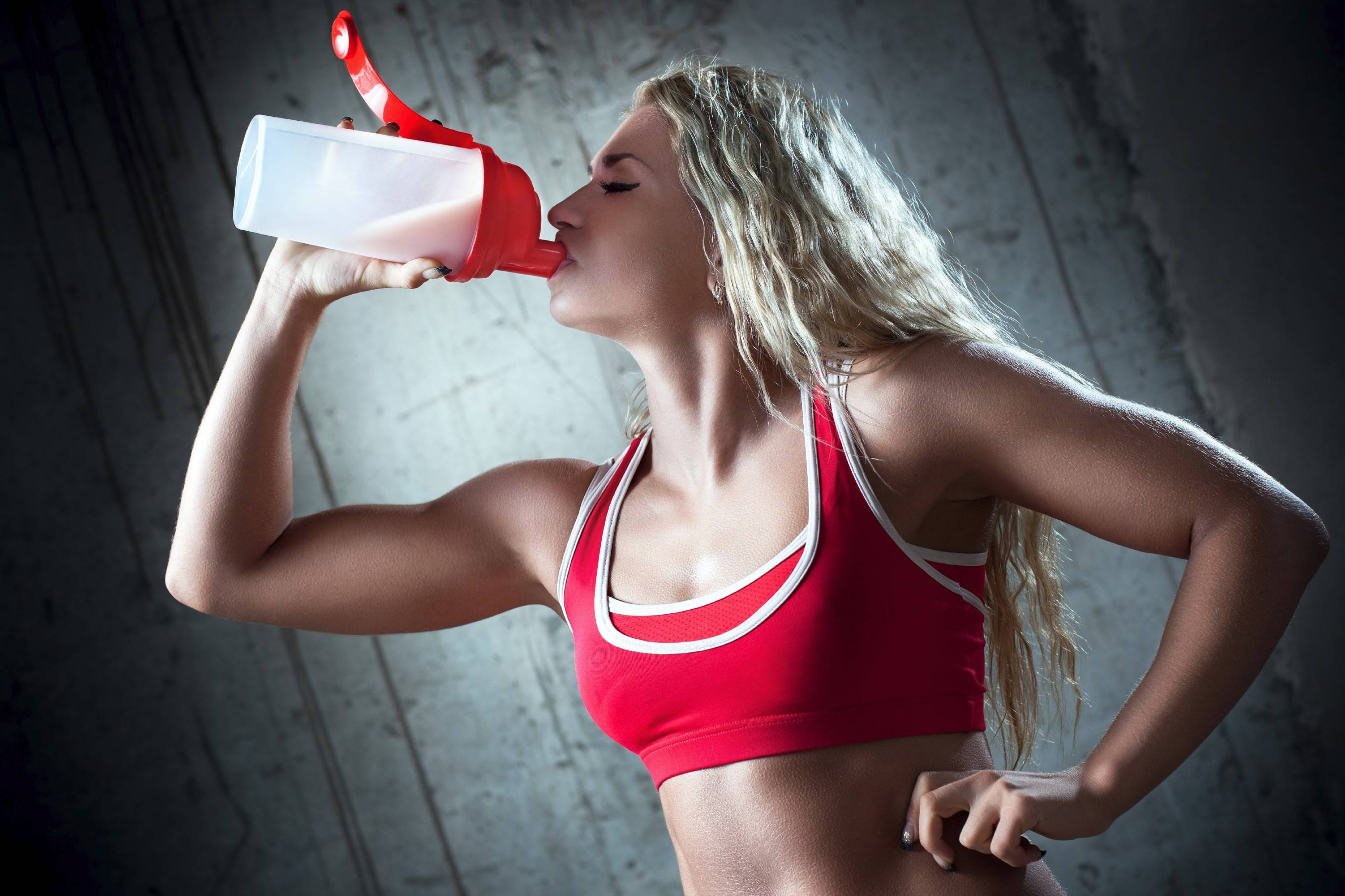 Pre- and post-workout nutrition is extremely important, not only to avoid feeling sick during workouts, but to allow you to perform at your best while maximizing recovery.