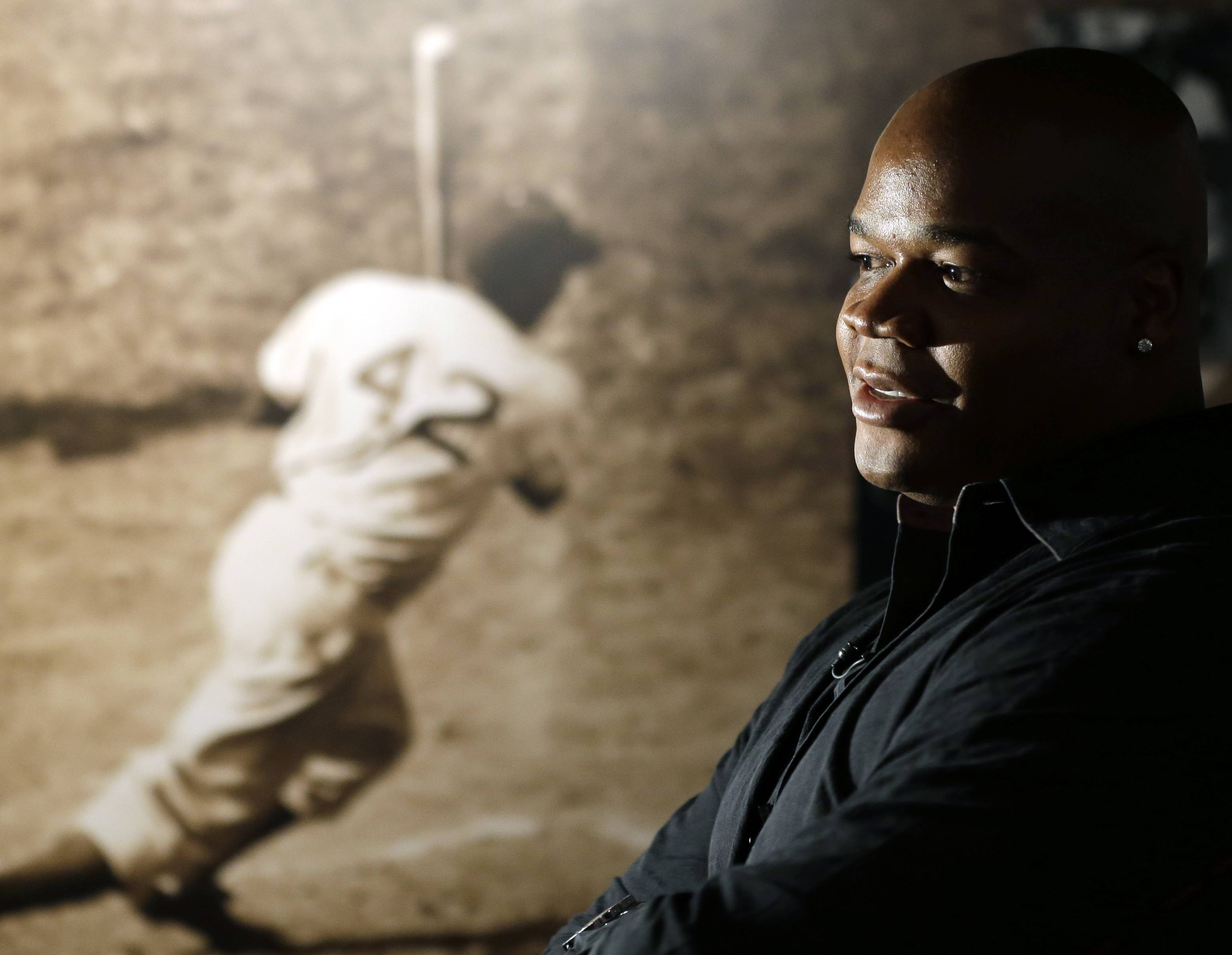 Frank Thomas visits a Jackie Robinson exhibit Monday during his orientation visit at the Baseball Hall of Fame in Cooperstown, N.Y.