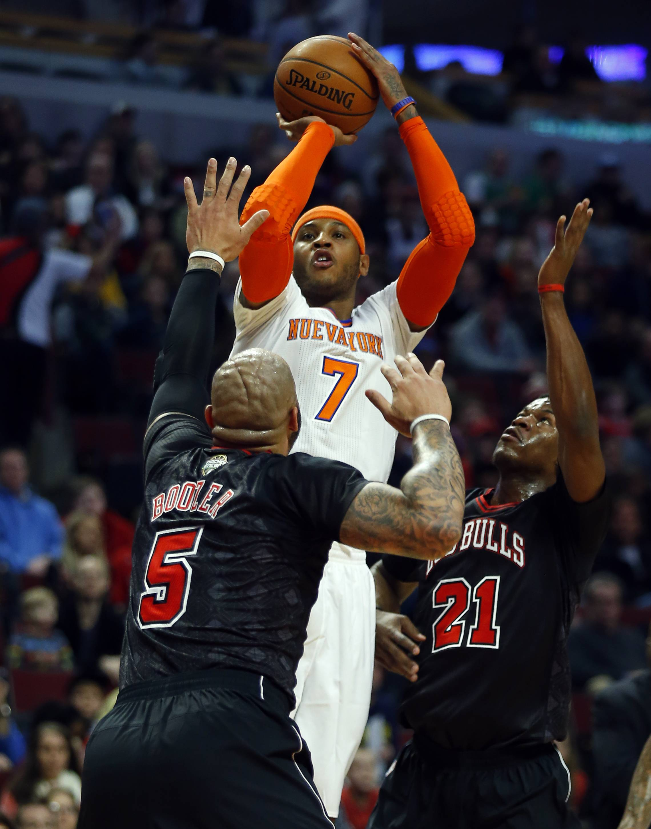The Knicks' Carmelo Anthony, shooting over Bulls forwards Carlos Boozer (5) and Jimmy Butler (21) on Sunday at the United Center, is well aware of the buzz about someday soon playing for the Bulls.