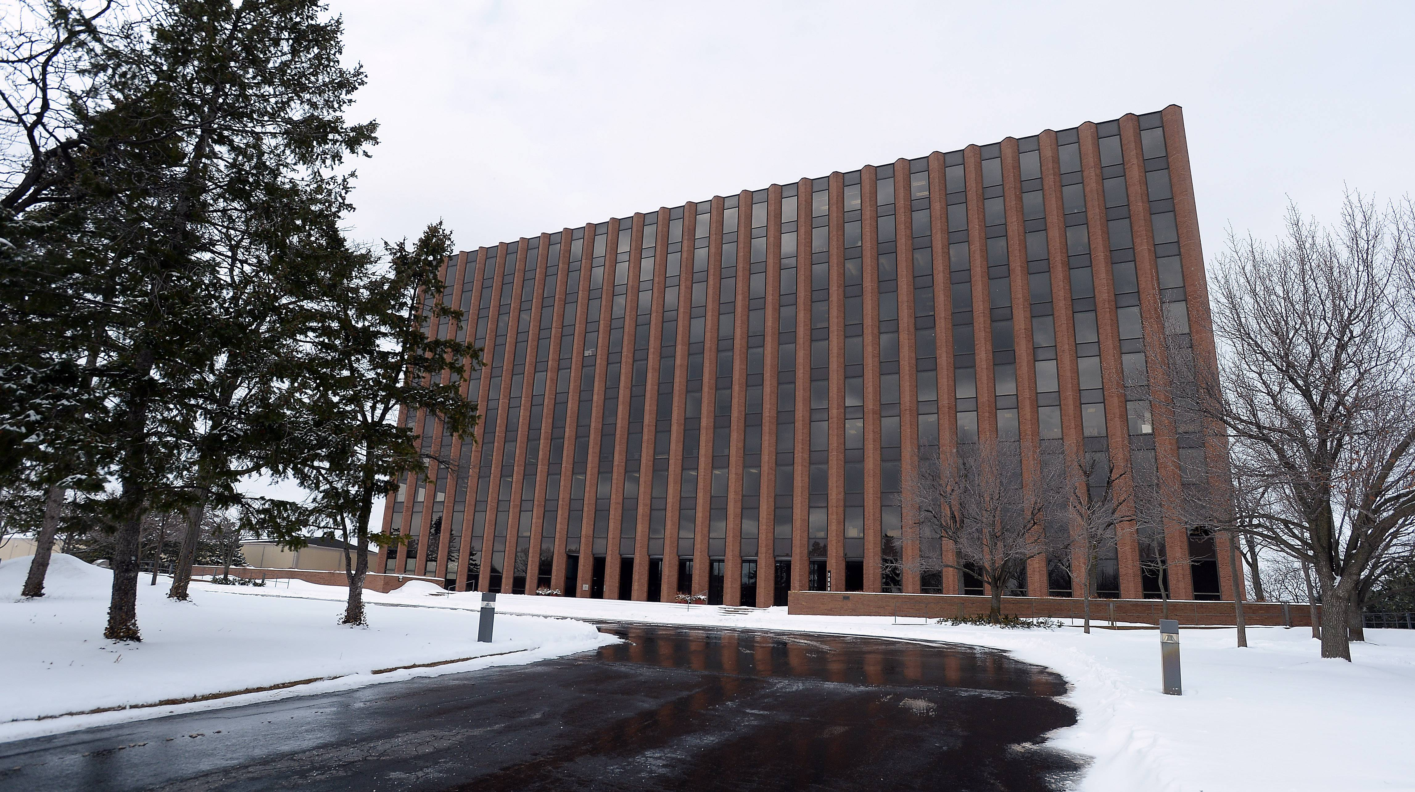 Arthur J. Gallagher, a large international insurance company, will move to this building at 2850 W. Golf Road in the Rolling Meadows Corporate Center, Rolling Meadows officials said.