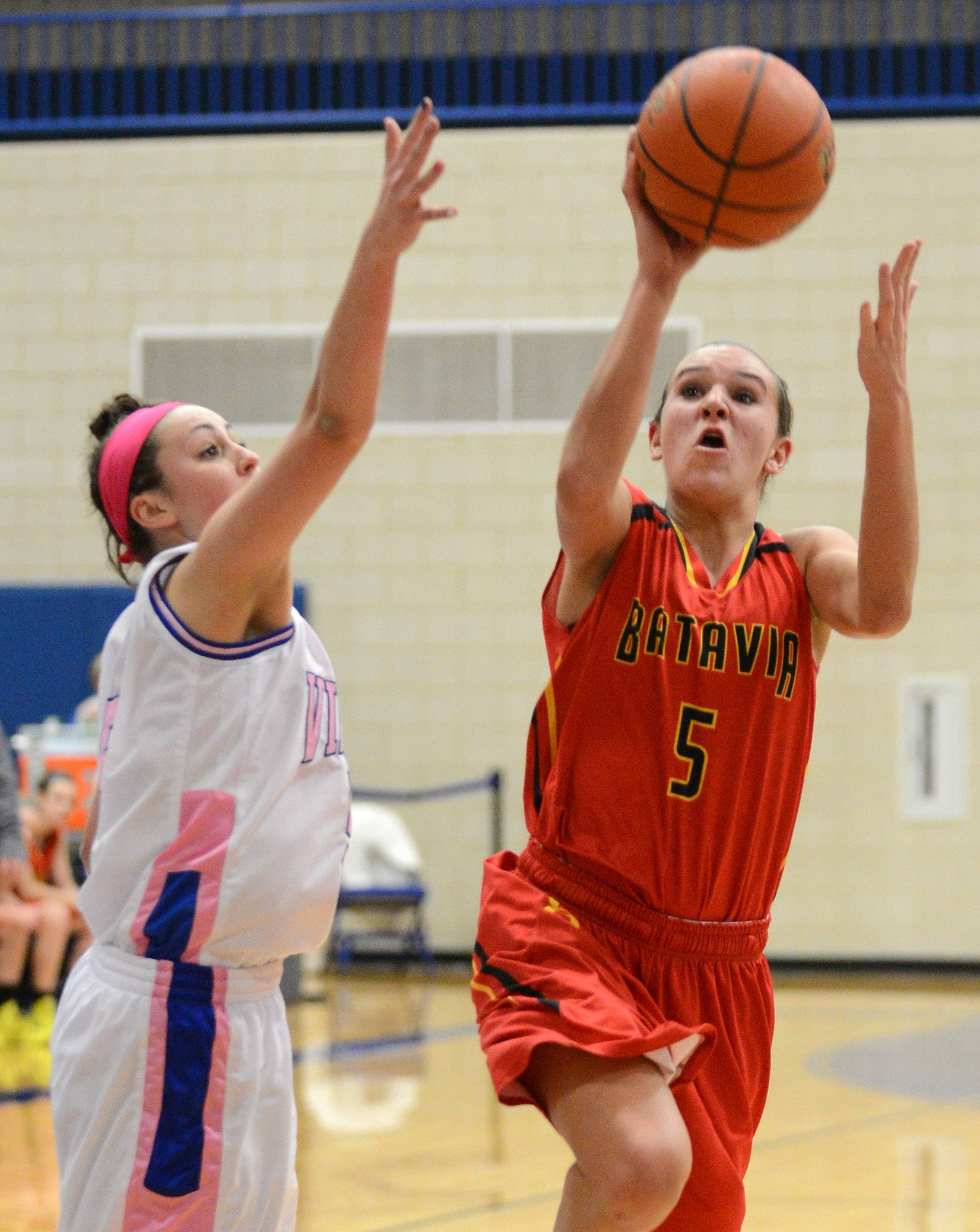 Batavia's Liza Fruendt drives for 2 of her school-record 51 points in a win at Geneva this year.