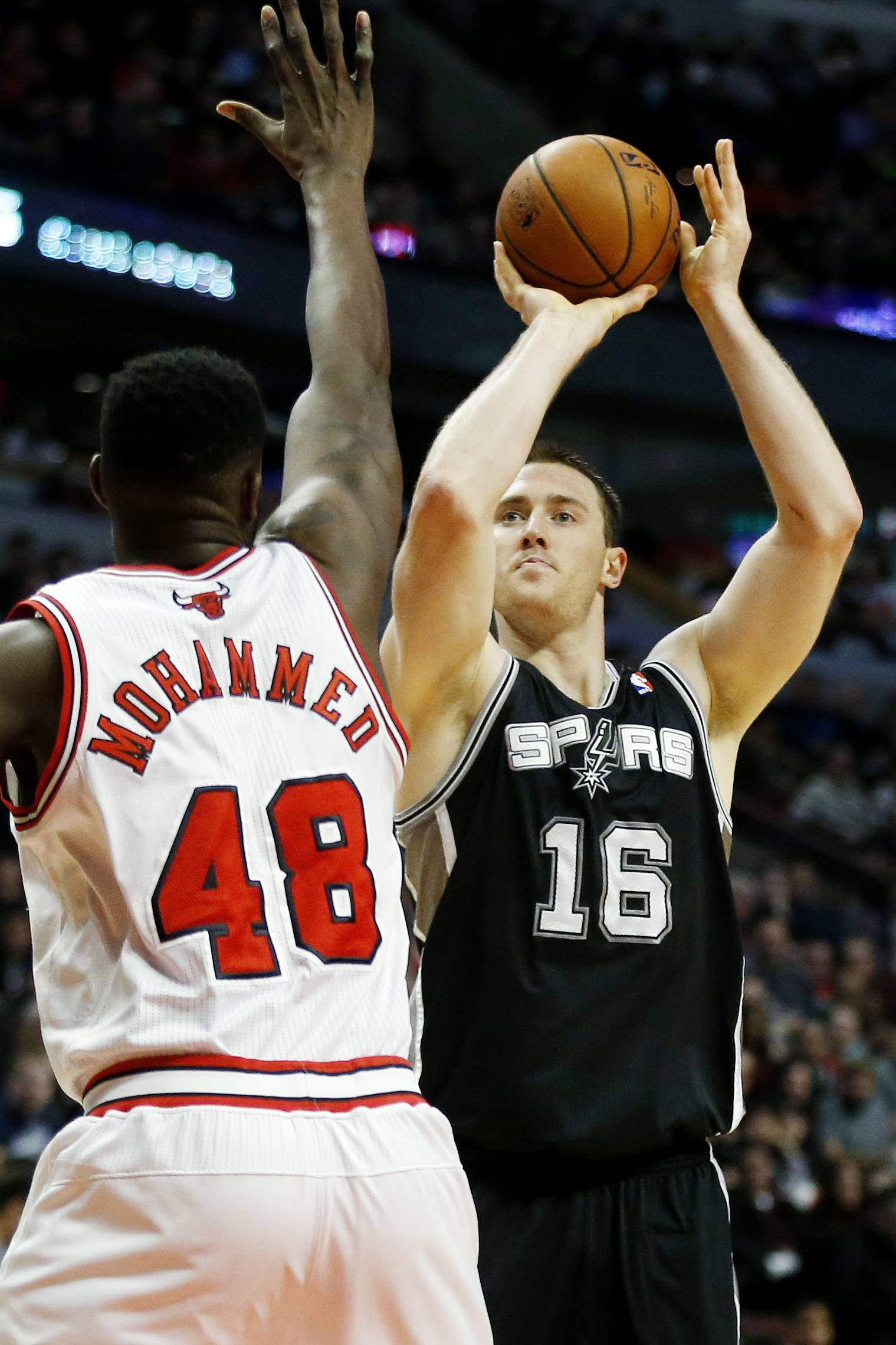 San Antonio Spurs power forward Aron Baynes (16) shoots over Chicago Bulls center Nazr Mohammed (48) during the first half of an NBA basketball game on Tuesday, March 11, 2014, in Chicago. The San Antonio Spurs defeated The Chicago Bulls 104-96. (AP Photo/Andrew A. Nelles)