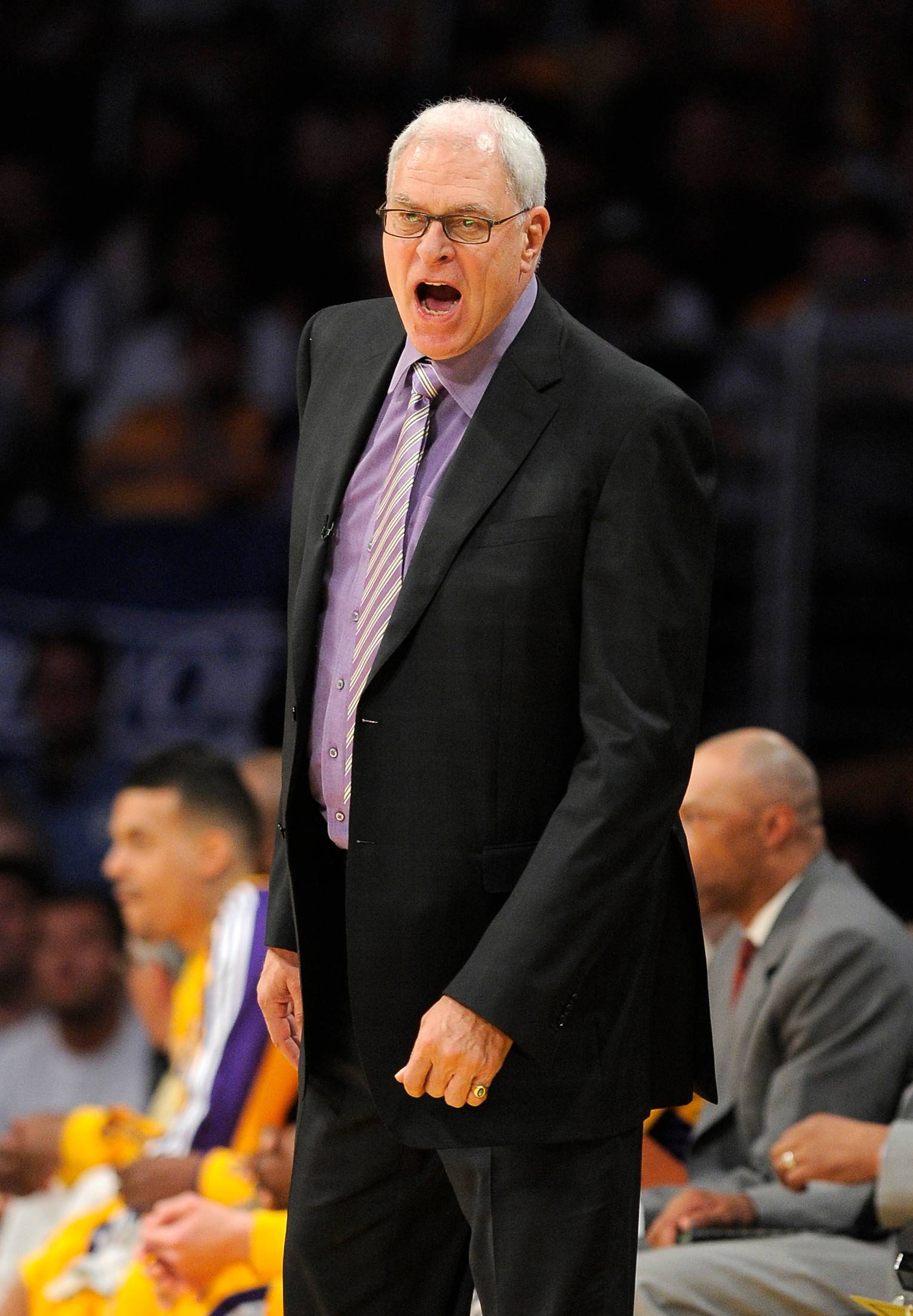 Former Bulls and Lakers coach Phil Jackson is expected to decide by the end of the week on whether to take on the task of rebuilding the New York Knicks.
