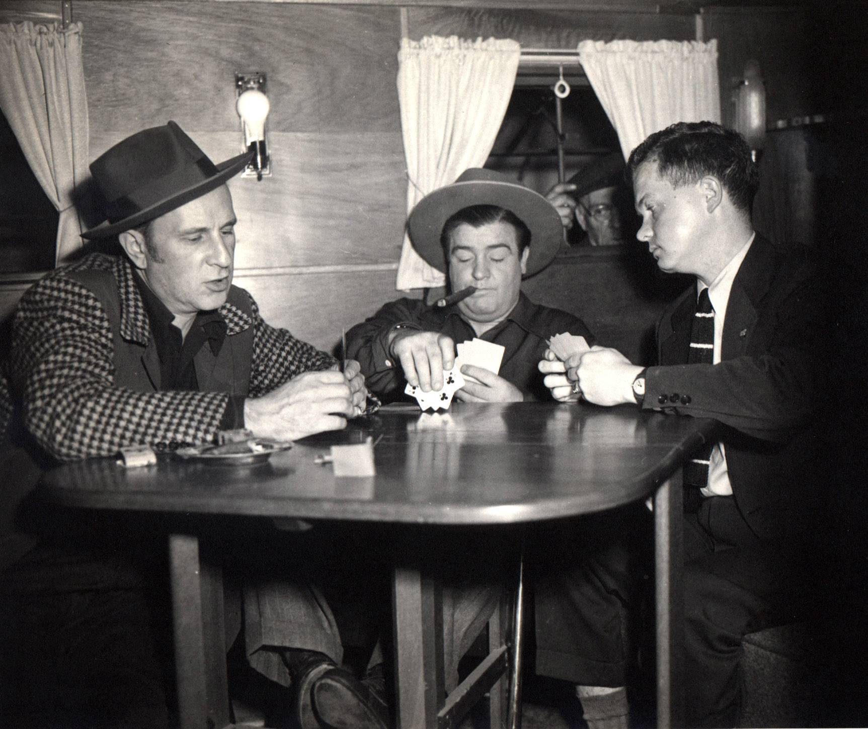 In this circa 1945 photo, Associated Press reporter Bob Thomas, right, plays poker with legendary comedians Bud Abbott, left, and Lou Costello, during an interview. Thomas died of age-related illnesses Friday, March 14, 2014 at his Encino, Calif., home. He was 92.