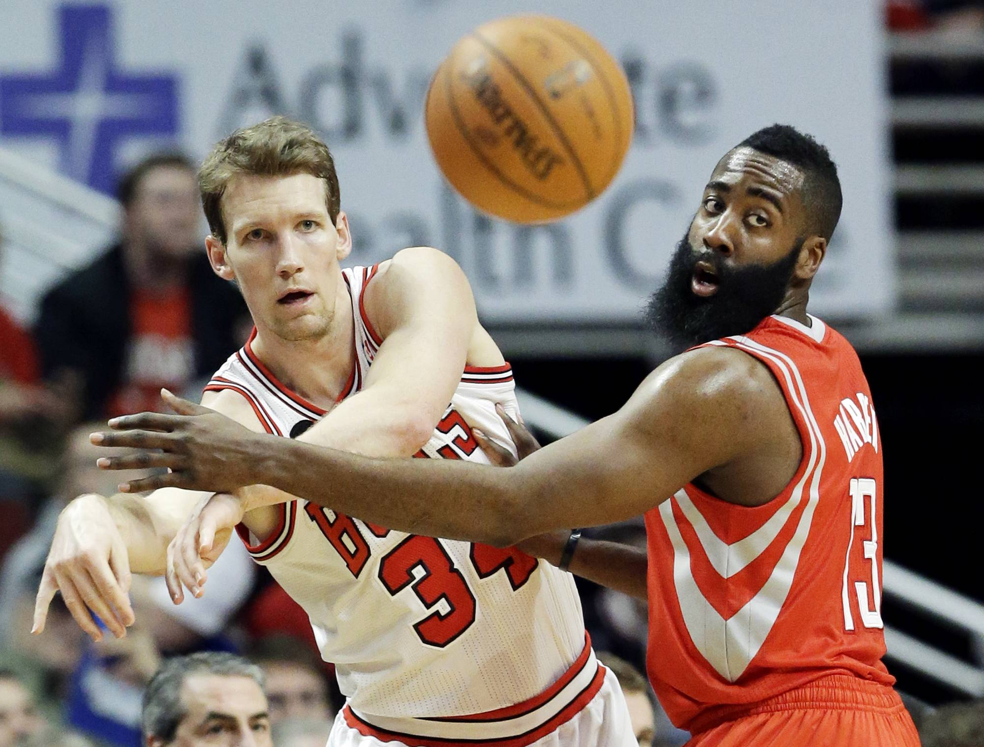 Chicago Bulls guard Mike Dunleavy, left, and Houston Rockets guard James Harden watch the ball after Dunleavy passed it during the first half of an NBA basketball game in Chicago on Thursday, March 13, 2014.