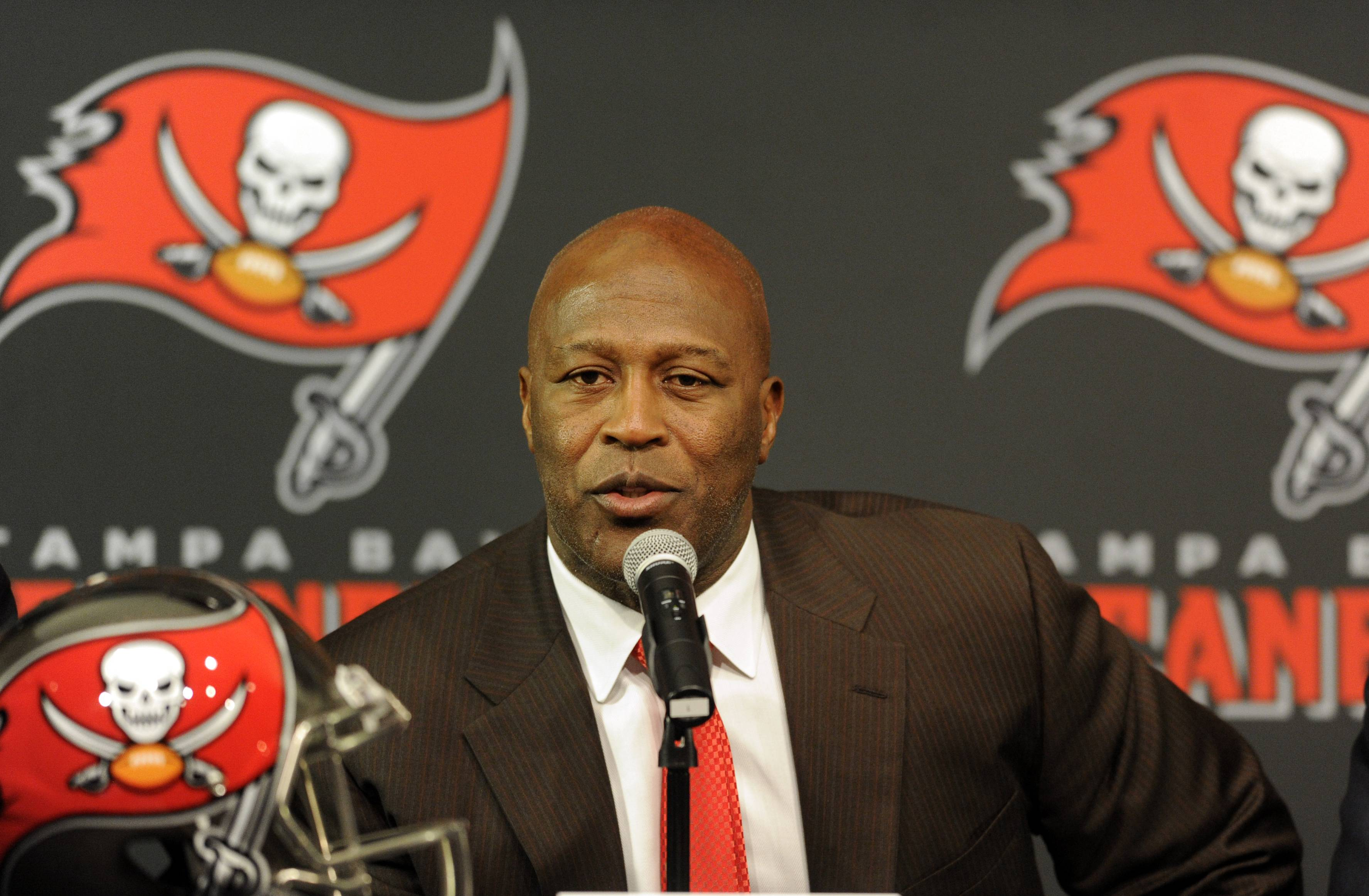 Tampa Bay Buccaneers head coach Lovie Smith was able to convinced Josh McCown to leave the Bears and join his offense.