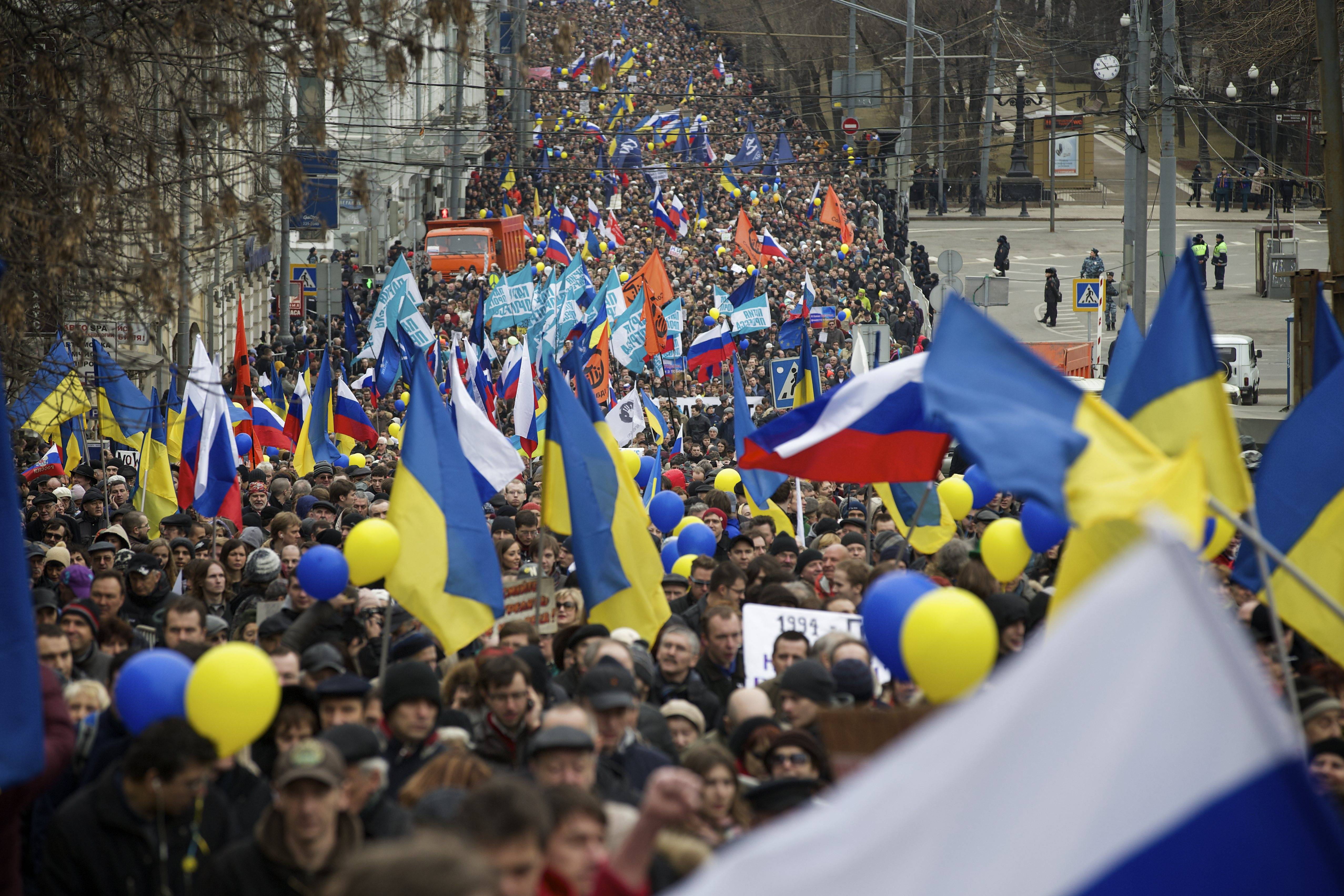 Thousands march in Moscow to protest Crimea