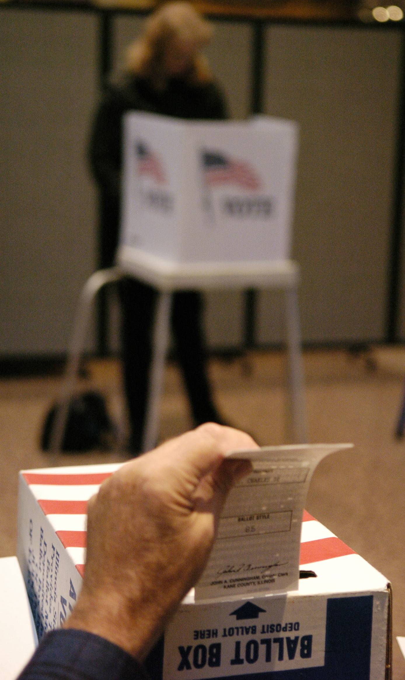 Voters choices today will decide who's on the November ballot in races across the suburbs and Illinois.