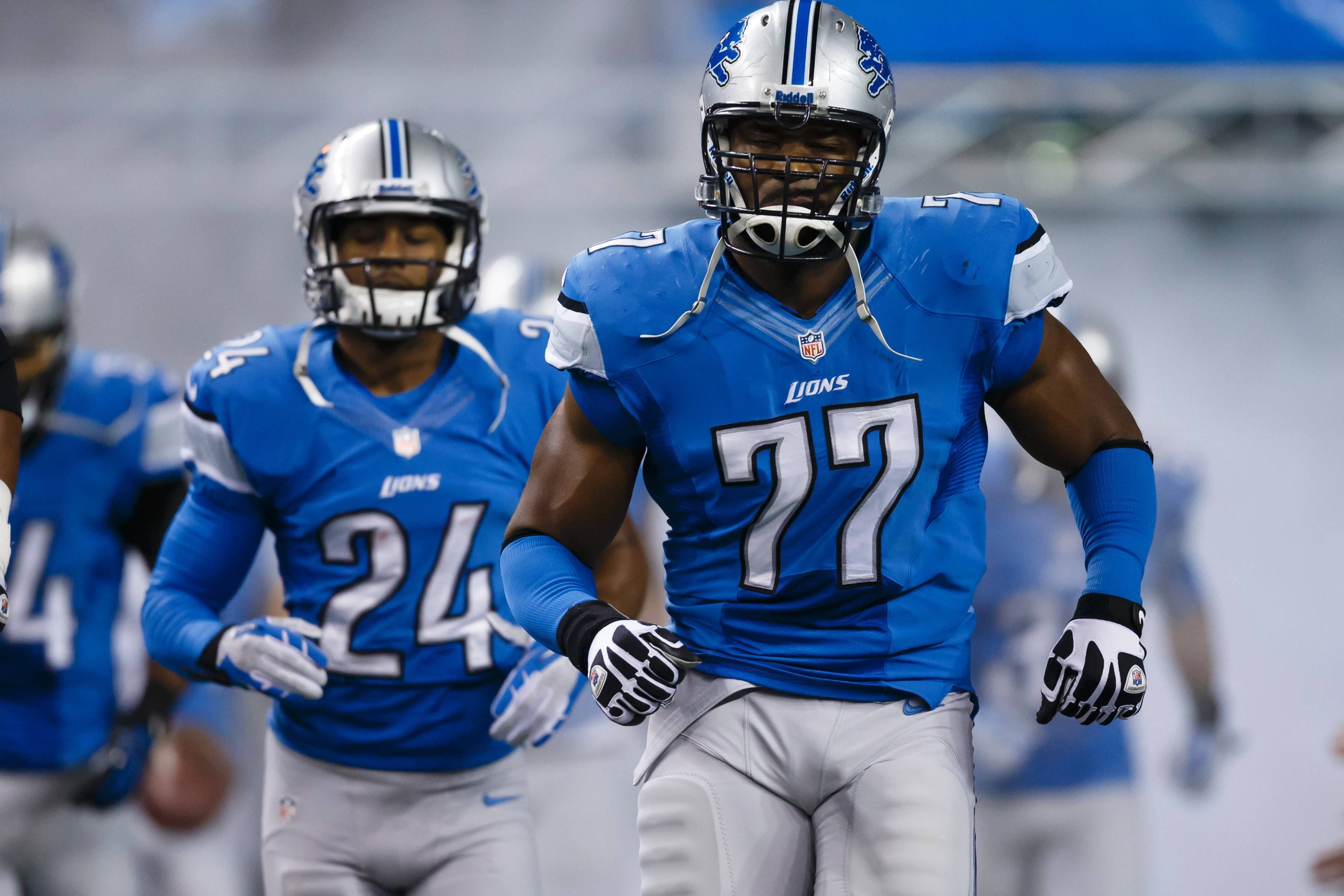 After a year with the Detroit Lions, defensive end Israel Idonije (77) is returning to the Chicago Bears with a one-year deal.