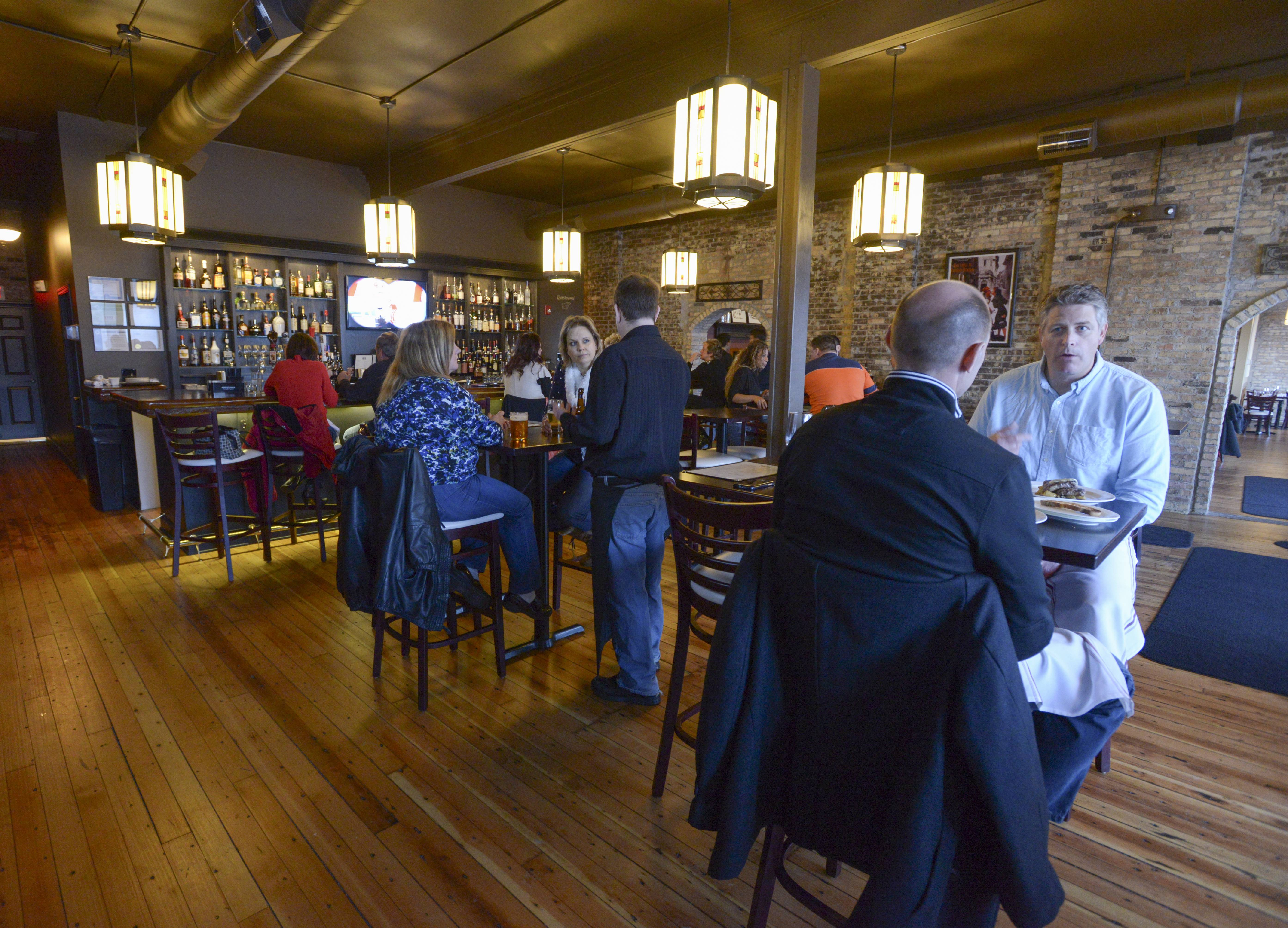 Roselle's 1913 Restaurant and Wine Bar opened in January.