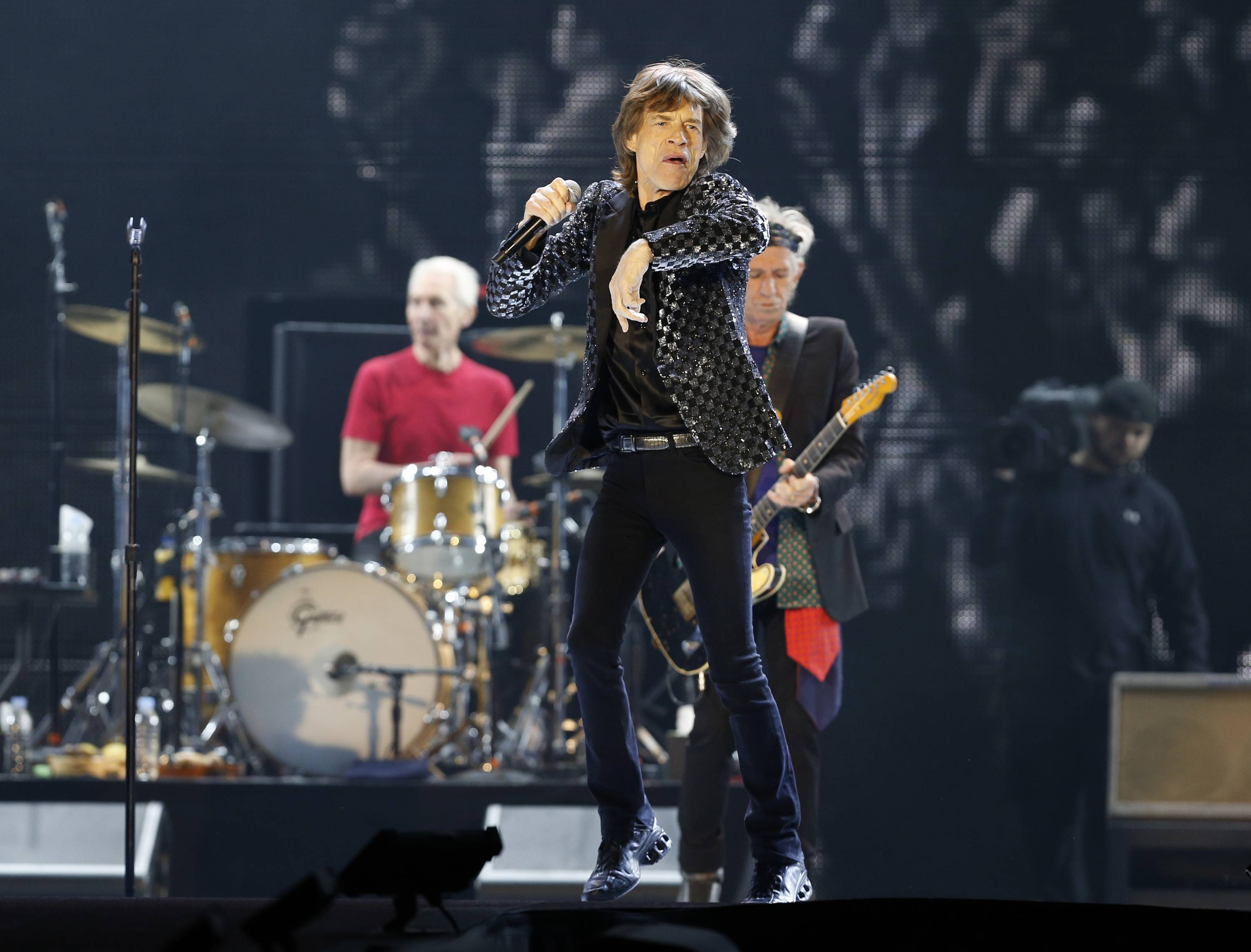 The Rolling Stones have called off their tour dates in Australia and New Zealand following the death of Mick Jagger's girlfriend and designer L'Wren Scott on Monday.