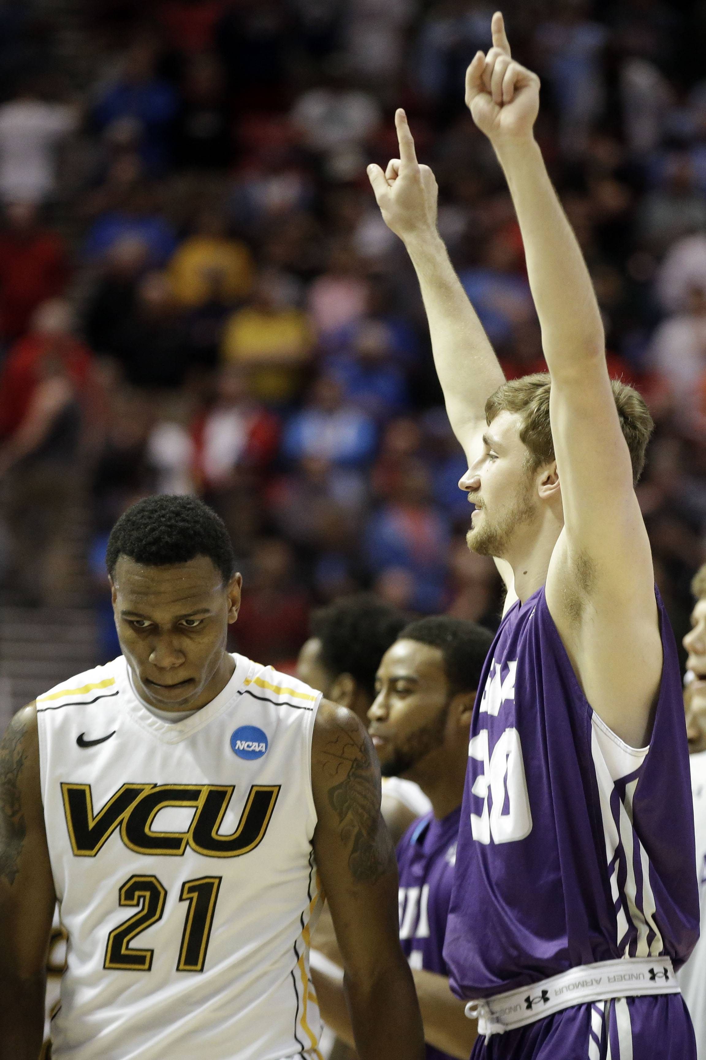 Lumberjacks pull off 77-75 upset of No. 5 VCU