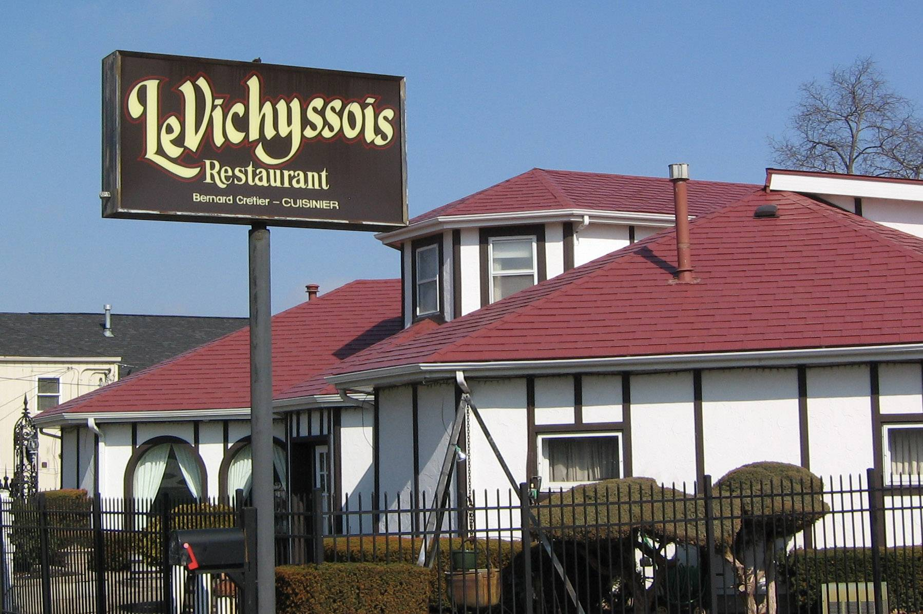 Le Vichyssois French restaurant, which has operated for decades in an unlikely spot along Route 120 in Lakemoor, will close March 30.