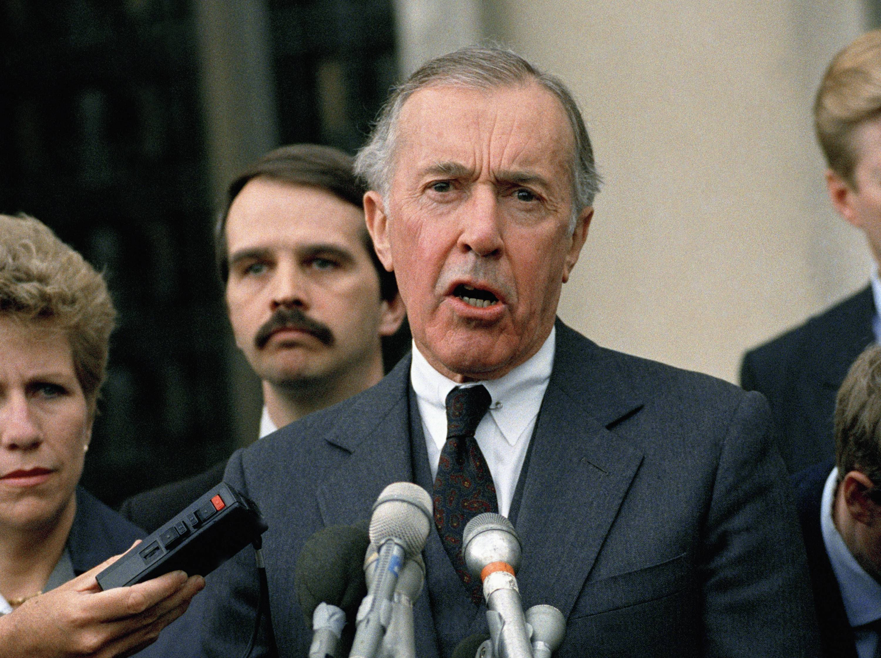 Iran-Contra special prosecutor Lawrence Walsh speaking to reporters outside U.S. District in Washington.