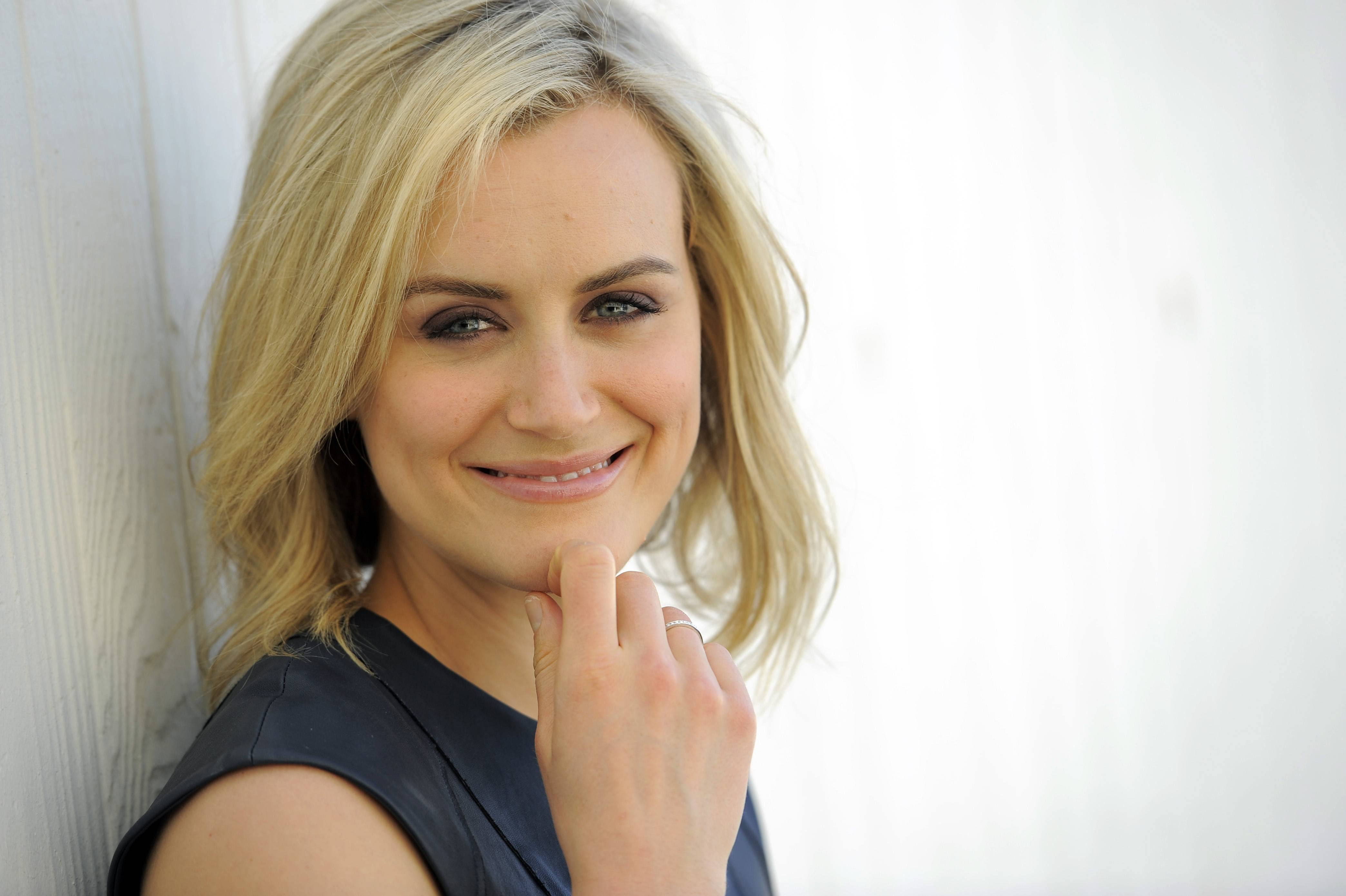 "Taylor Schilling, who stars as Piper Chapman in ""Orange is the New Black"" on Netflix, is also starring in the new movie ""Stay"" with Aidan Quinn."