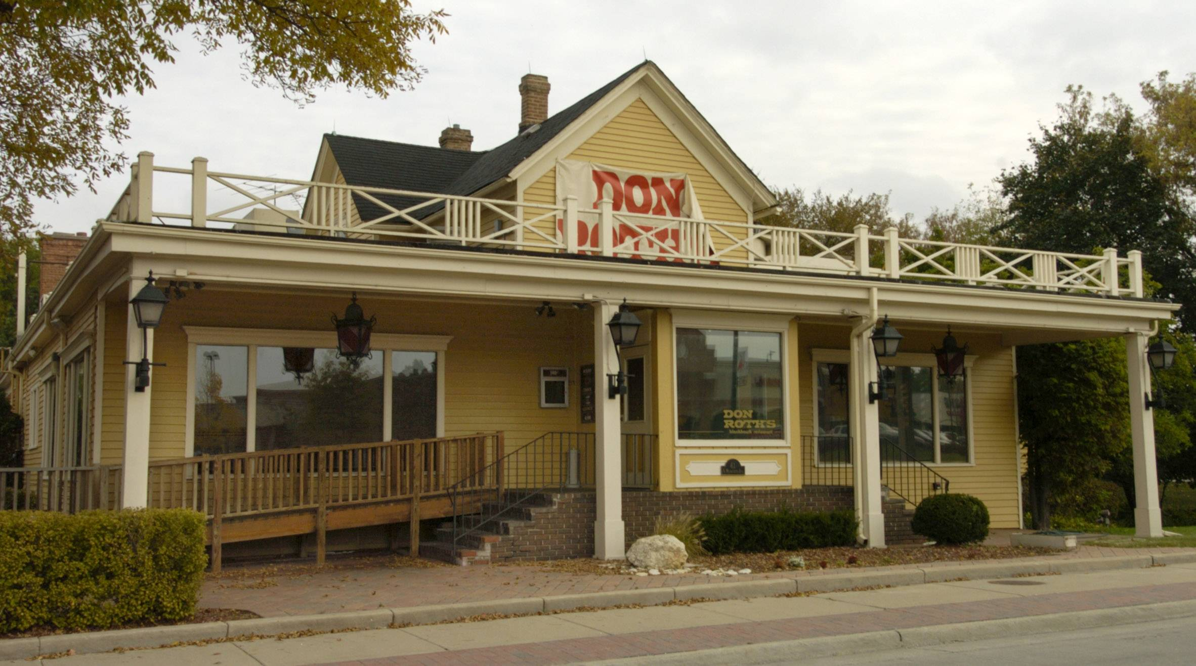 This is what the exterior of Don Roth's Blackhawk restaurant in Wheeling looked like a decade ago.