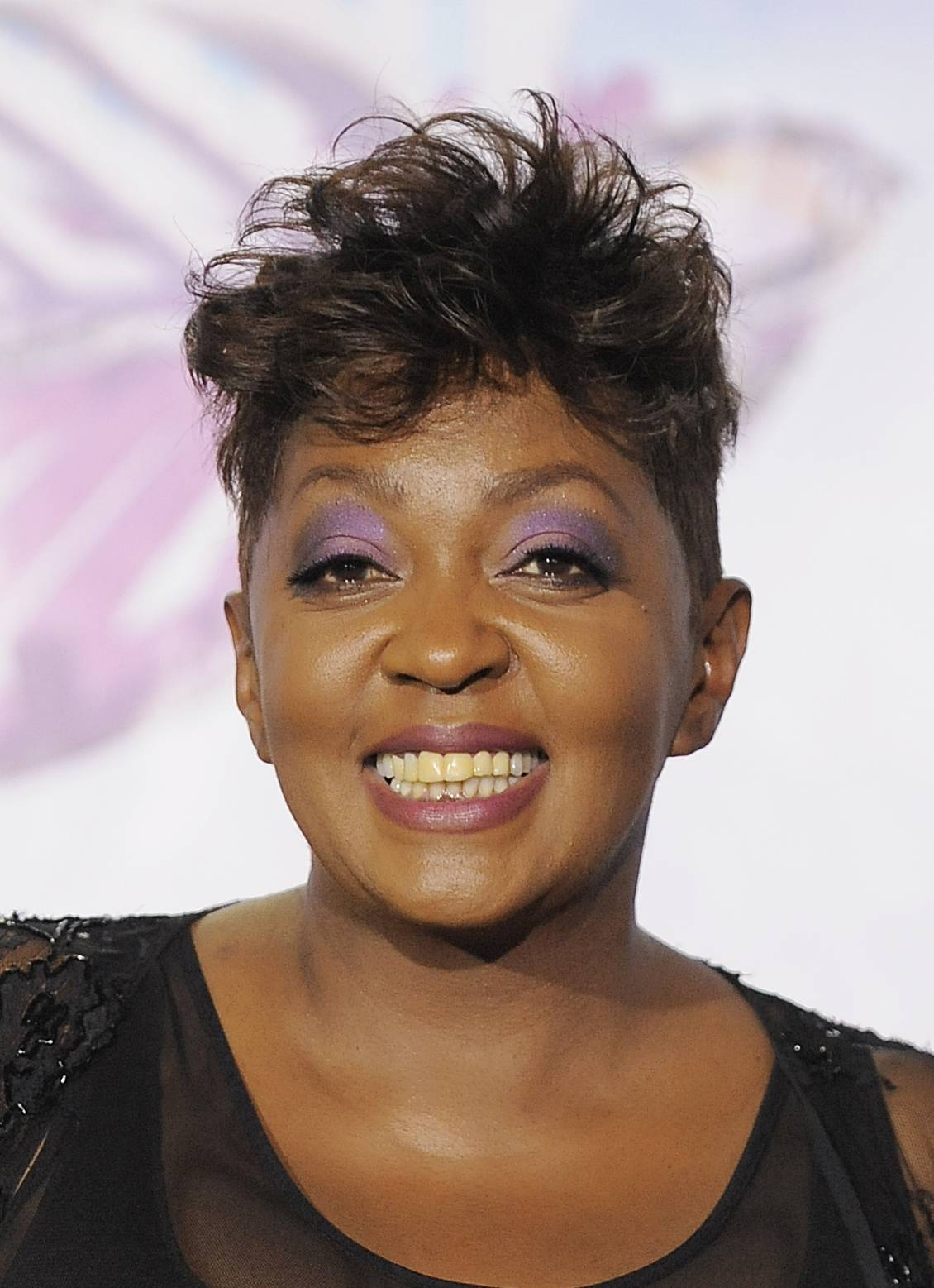A Michigan judge has dismissed an arrest warrant that had been issued for Grammy Award-winning singer Anita Baker.
