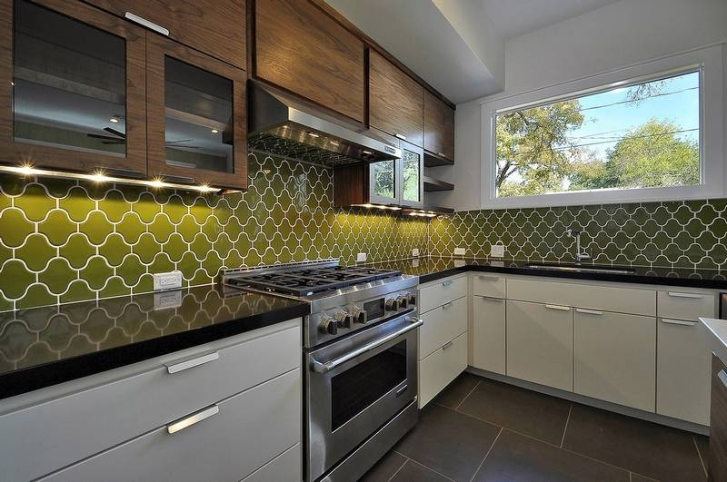 Show your creativity, color in a kitchen backsplash